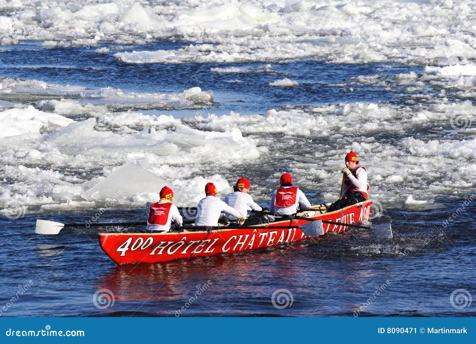 Carnaval de Quebec: Raza de la canoa del hielo