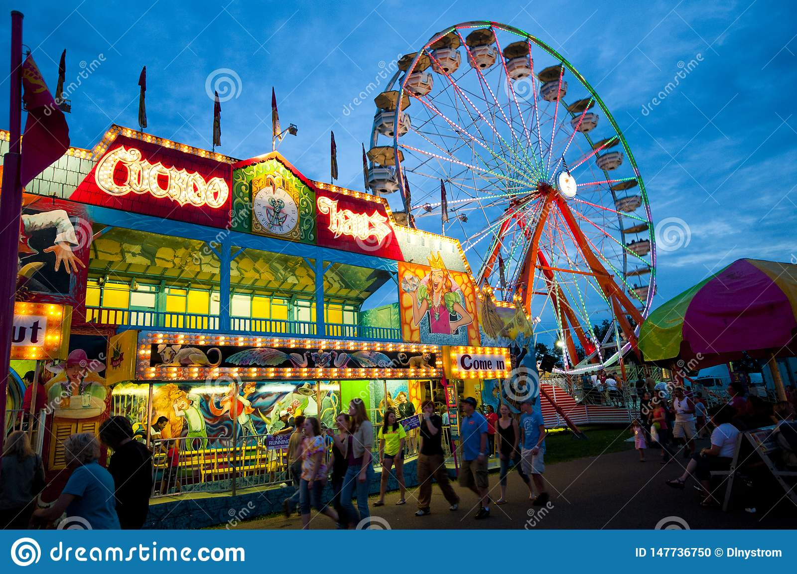 Carnaval et Ferris Wheel le soir