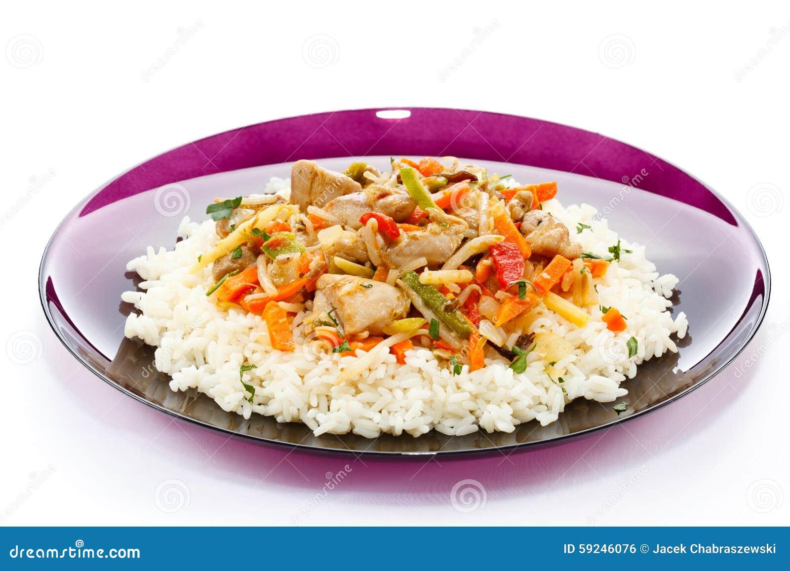 Carne, arroz blanco y verduras asados