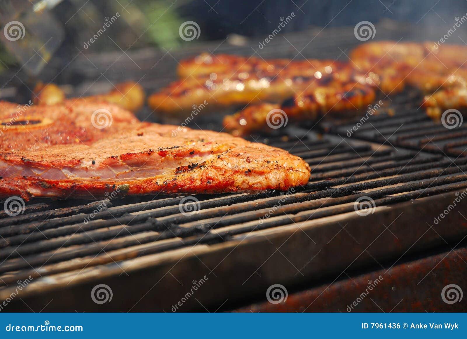 Carne asada a la parilla en braai surafricano