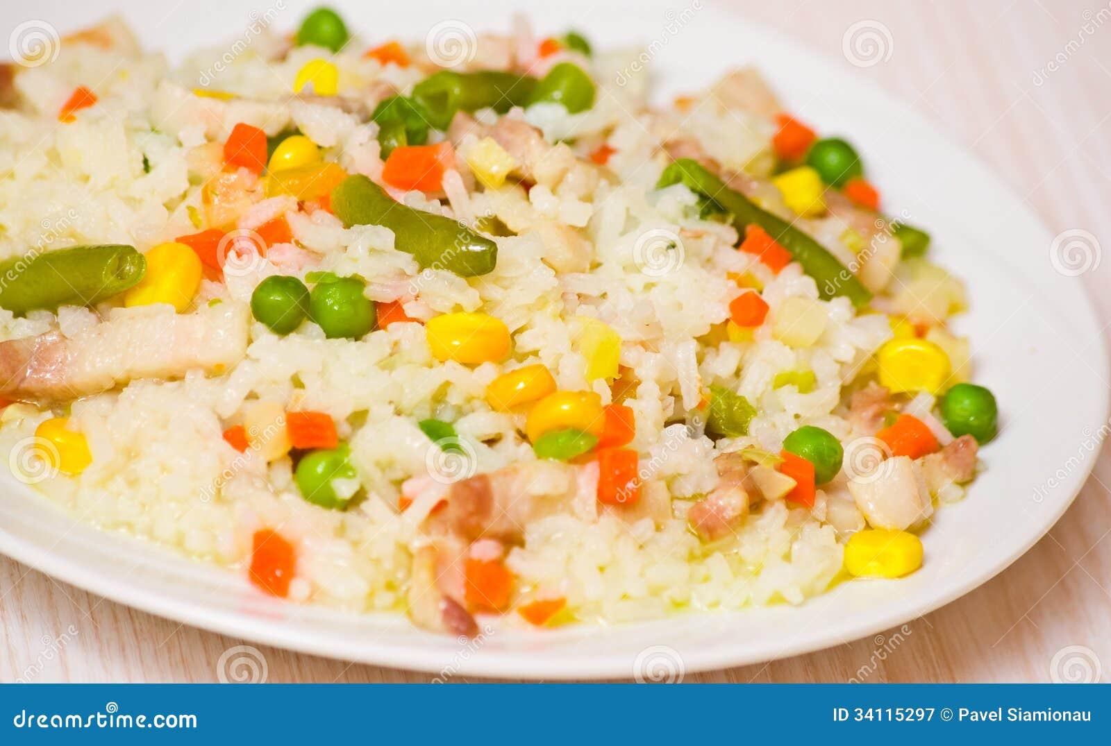 Carne con arroz y verduras fotograf a de archivo libre de - Arroz con verduras y costillas ...