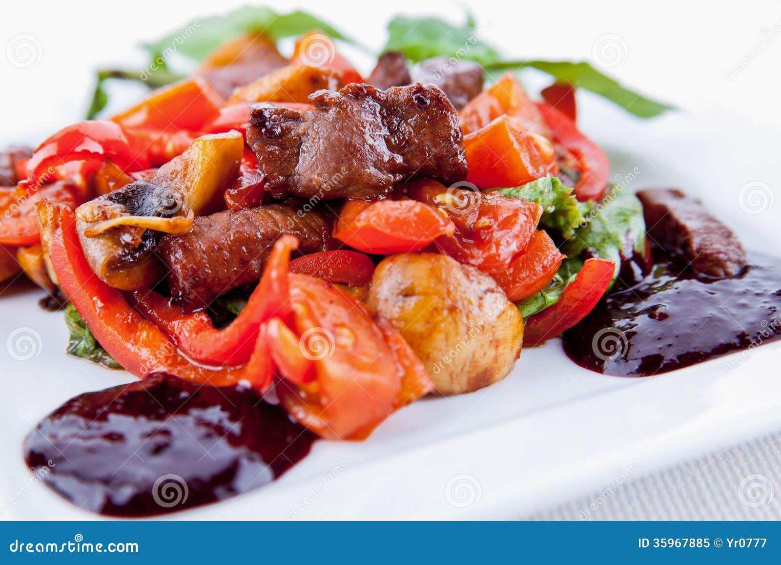 Carne con la ensalada
