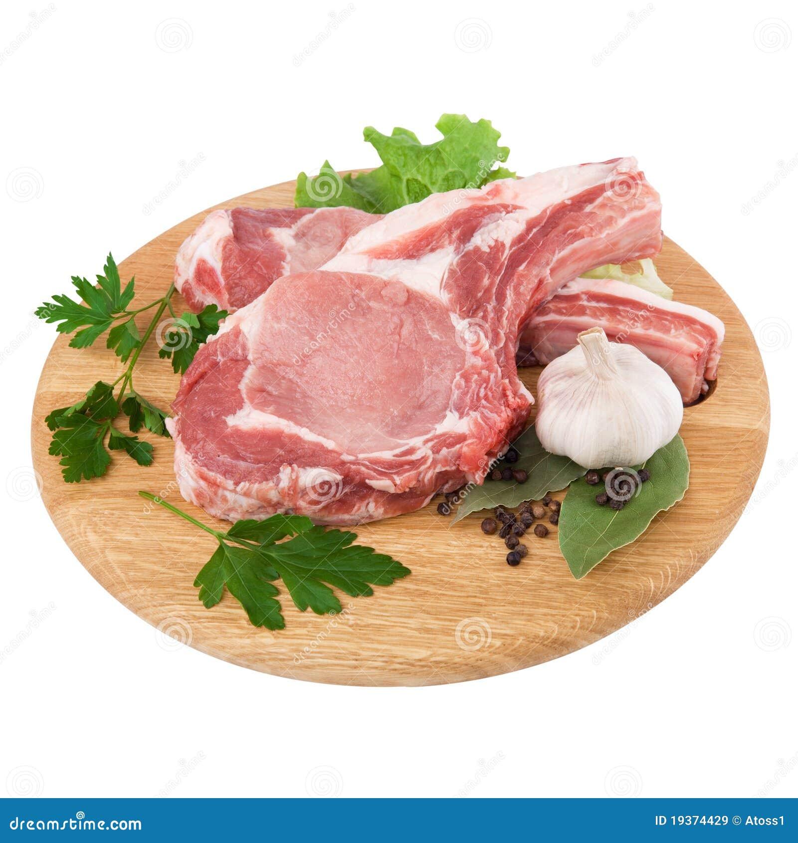 Carne crua fresca na placa de estaca