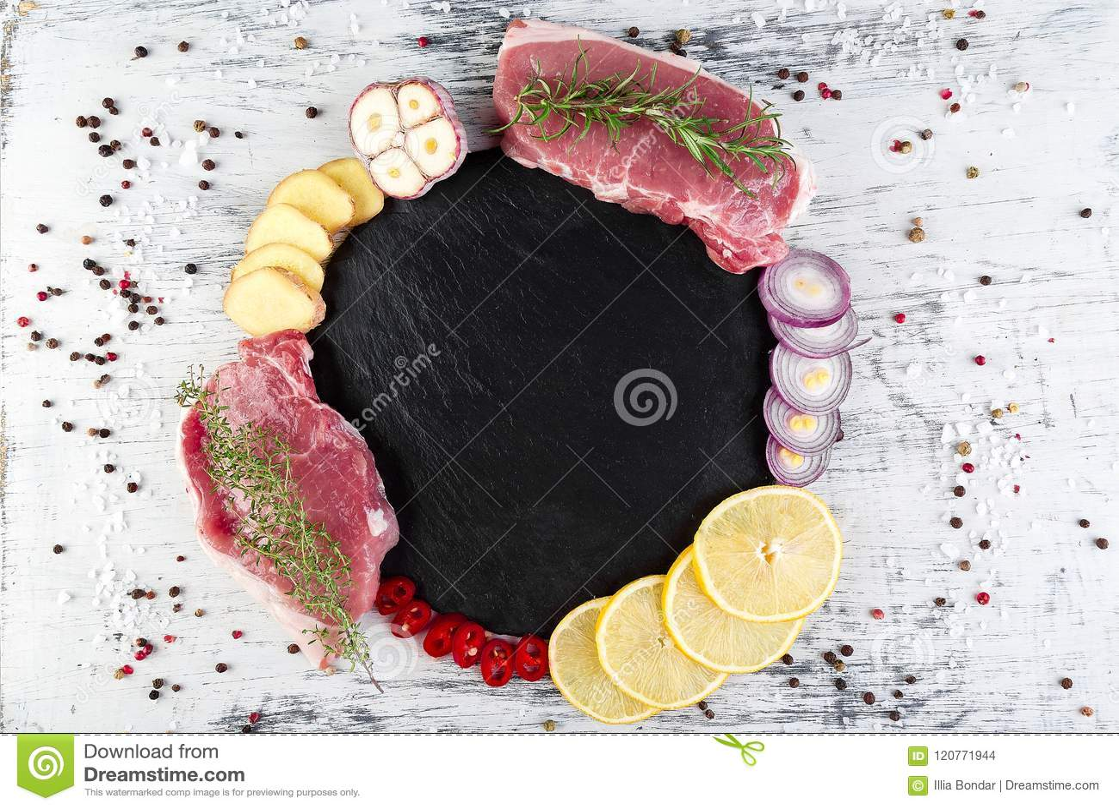 Carne de carne de porco crua com ingrediente da especiaria