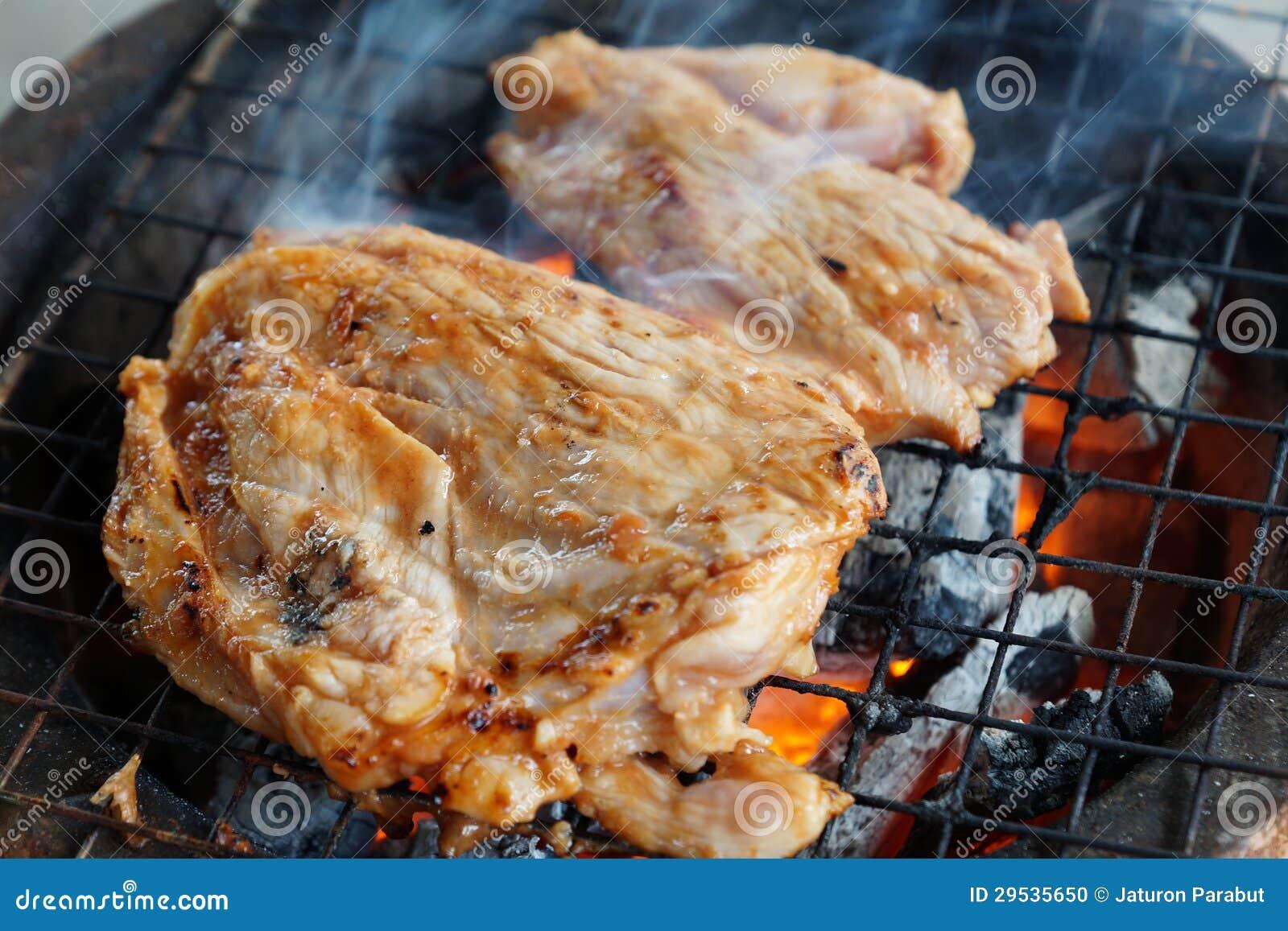 A carne de porco grelhada