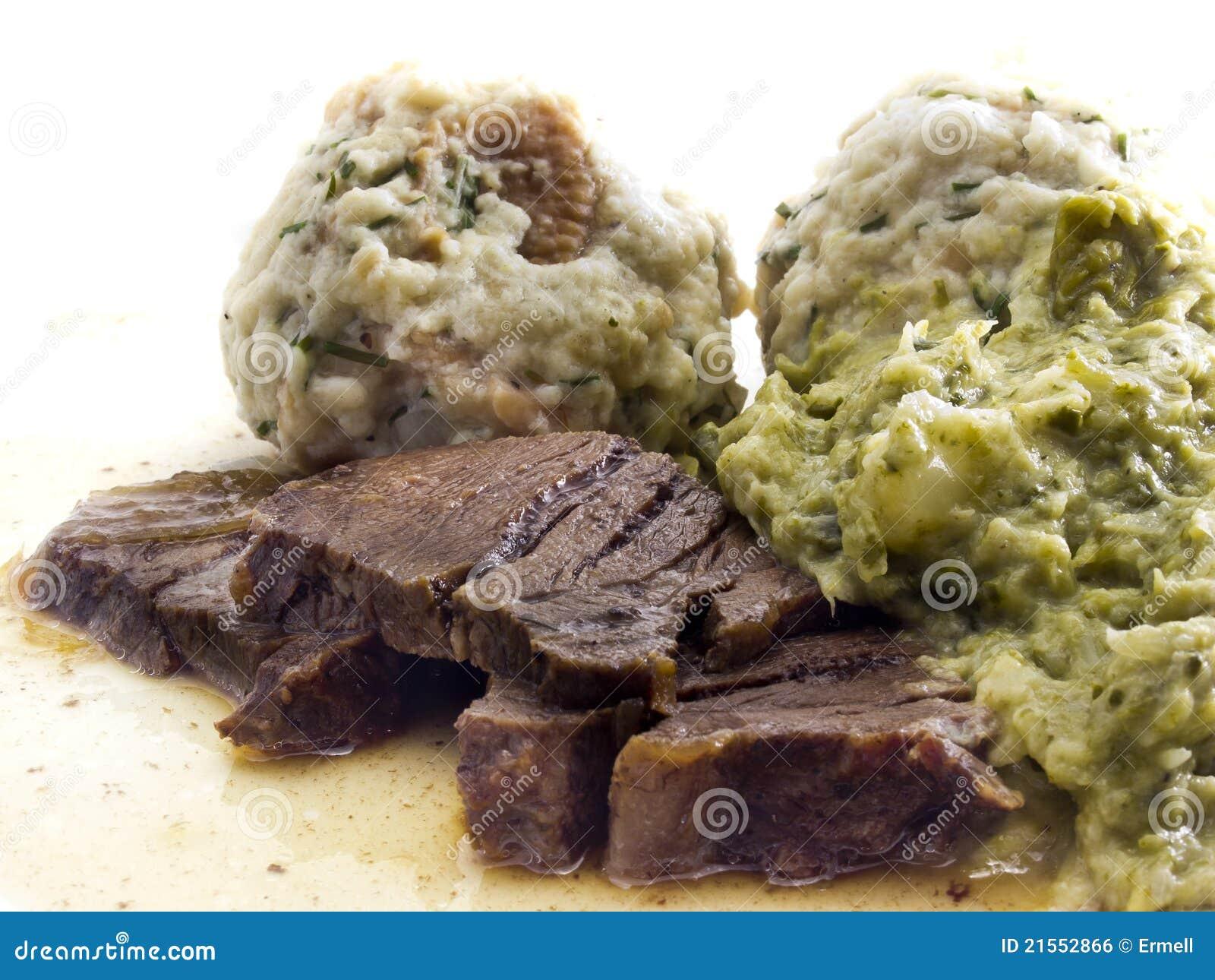 Carne de Raost com bolinhos de massa do pão