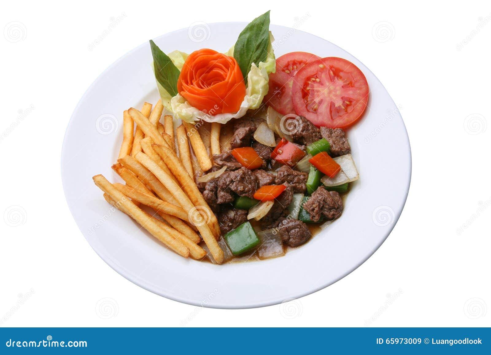 Carne de vaca sofrita con pimienta negra y frieds franceses