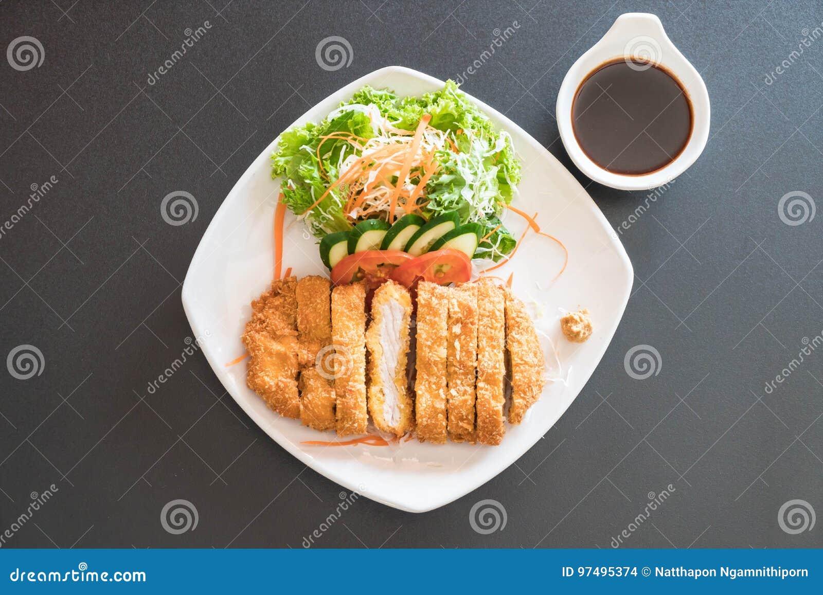 Carne di maiale fritta della cotoletta con la verdura