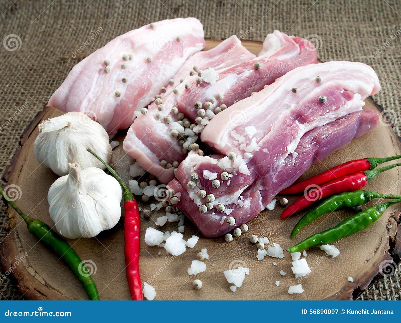 Carne di maiale marinata pronta