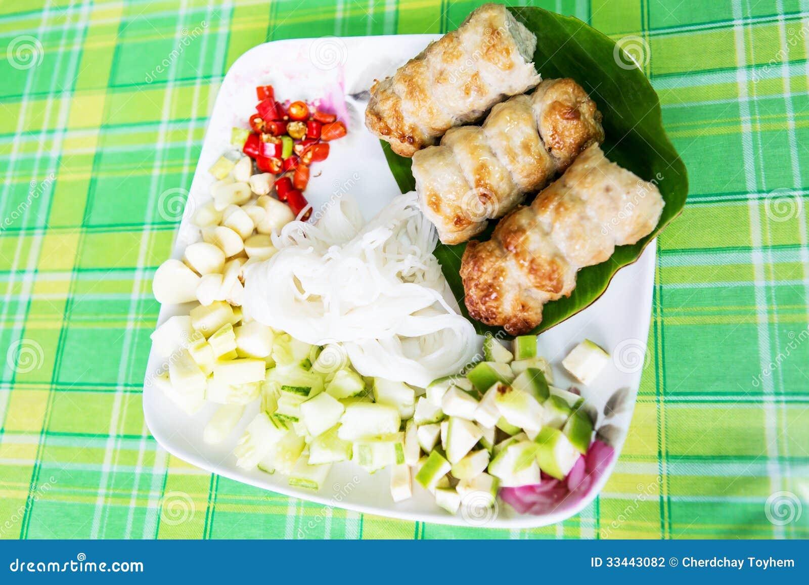 Carne Di Maiale Vietnamita Di Cucina Su Carta Di Riso E Sulla ...