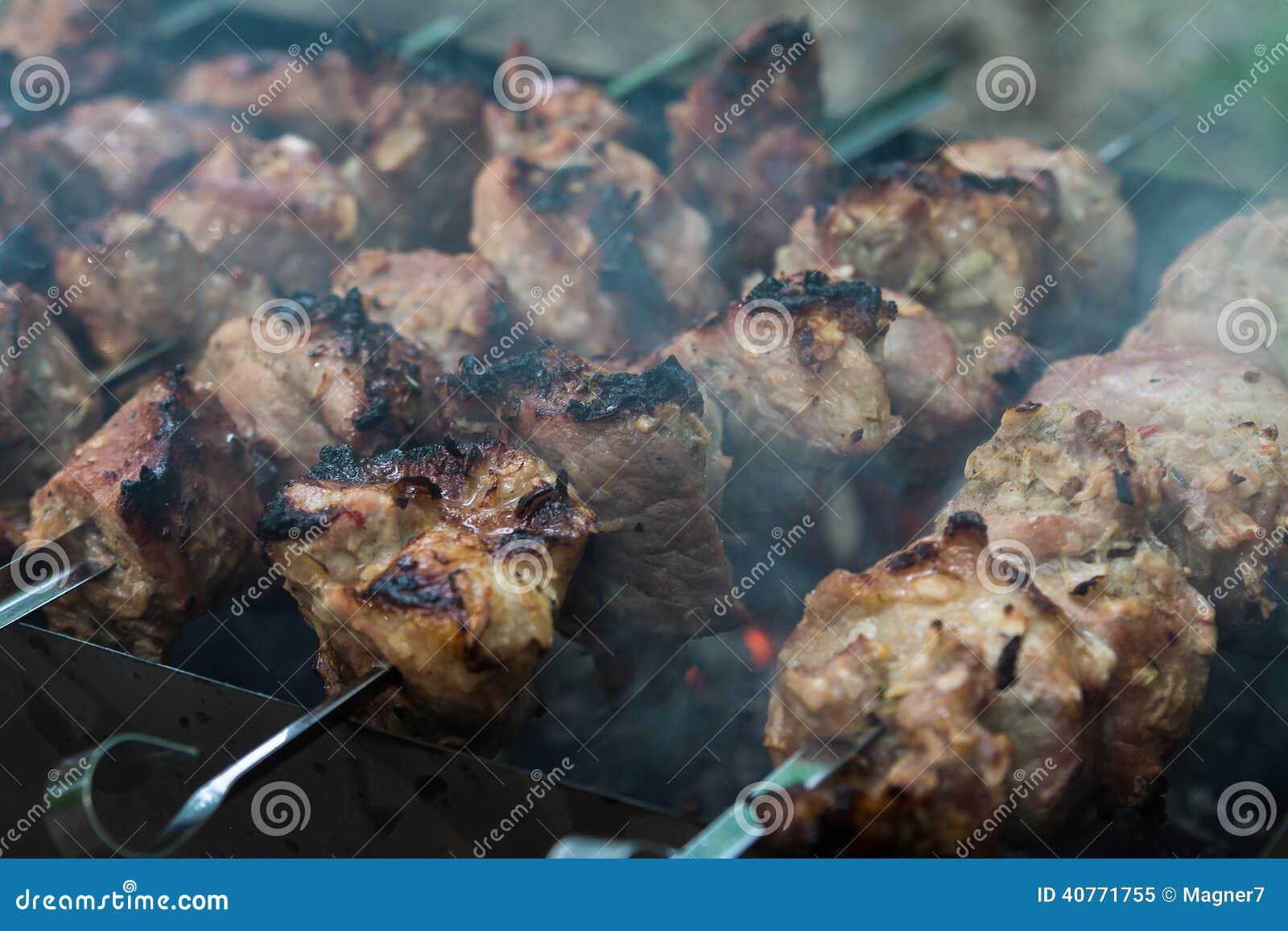 Carne em carvões