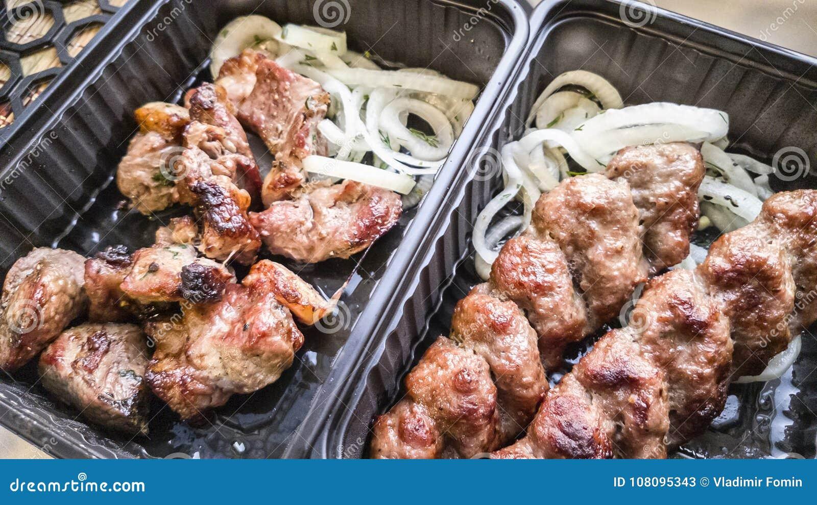 Carne roasted em carvões