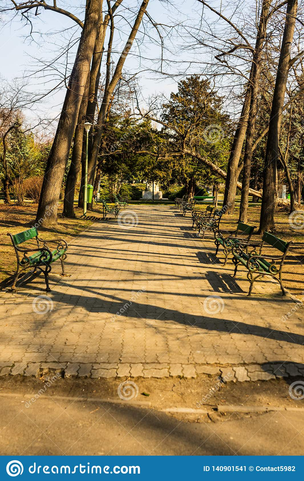 Carol Park em Bucareste, Romênia Aléia vazia