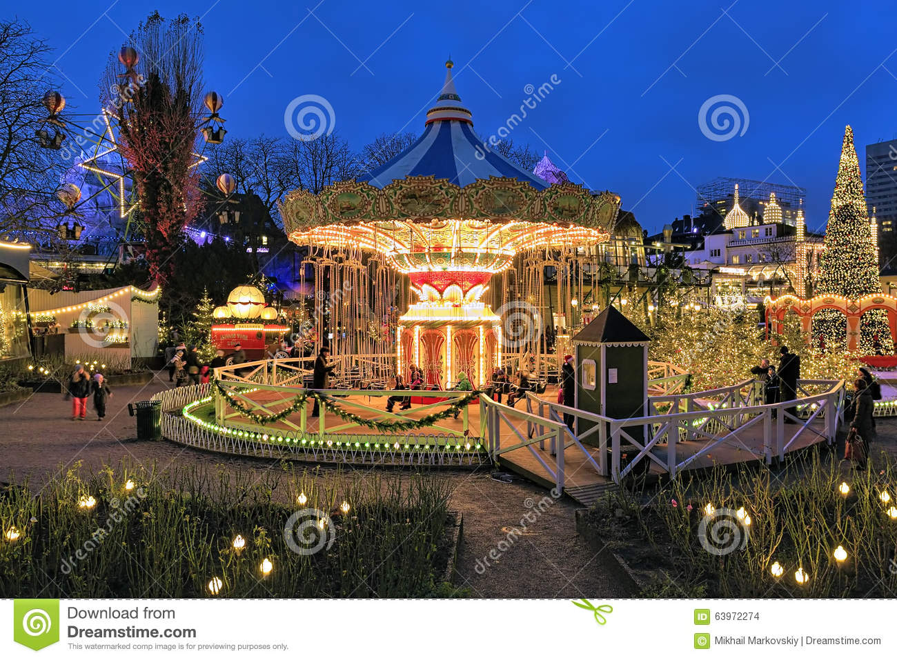 Carousel and christmas illumination in tivoli gardens for Camping le jardin de tivoli