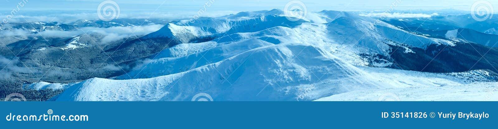 Carpathian panorama för morgonvinterberg (, Ukraina).