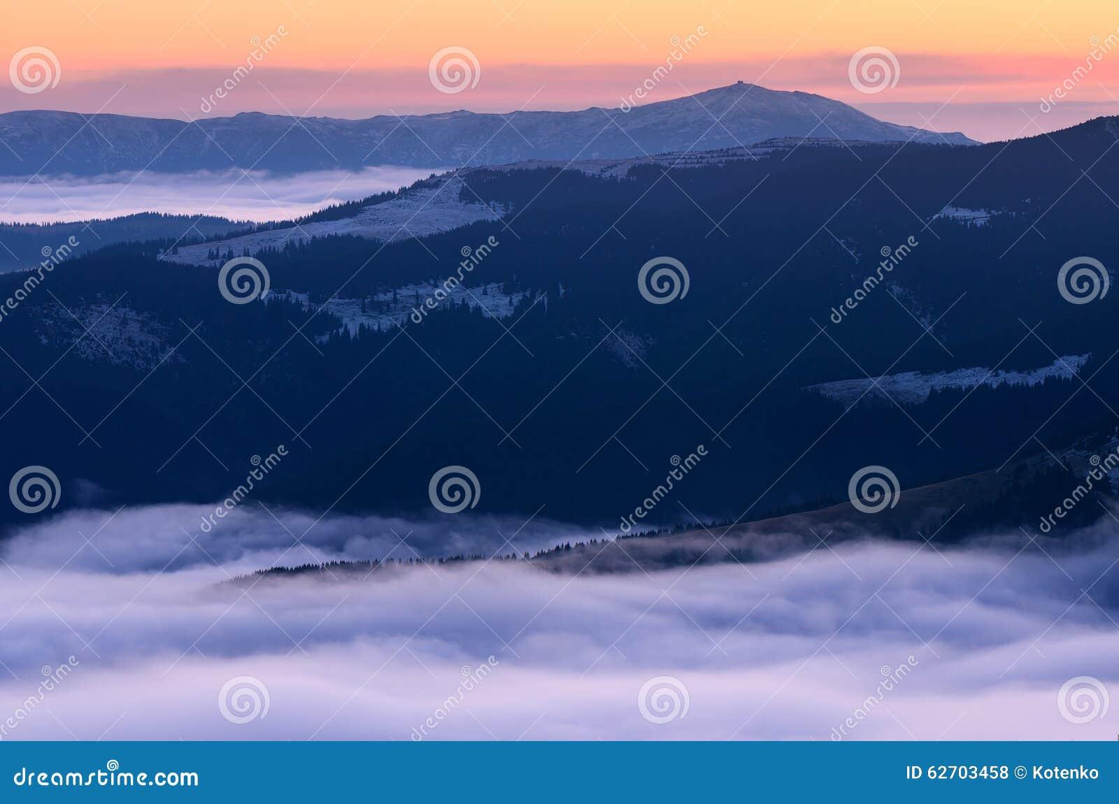 Carpathians τα βουνά ληφθείς εικόνα Ουκρανός αυγής ήταν