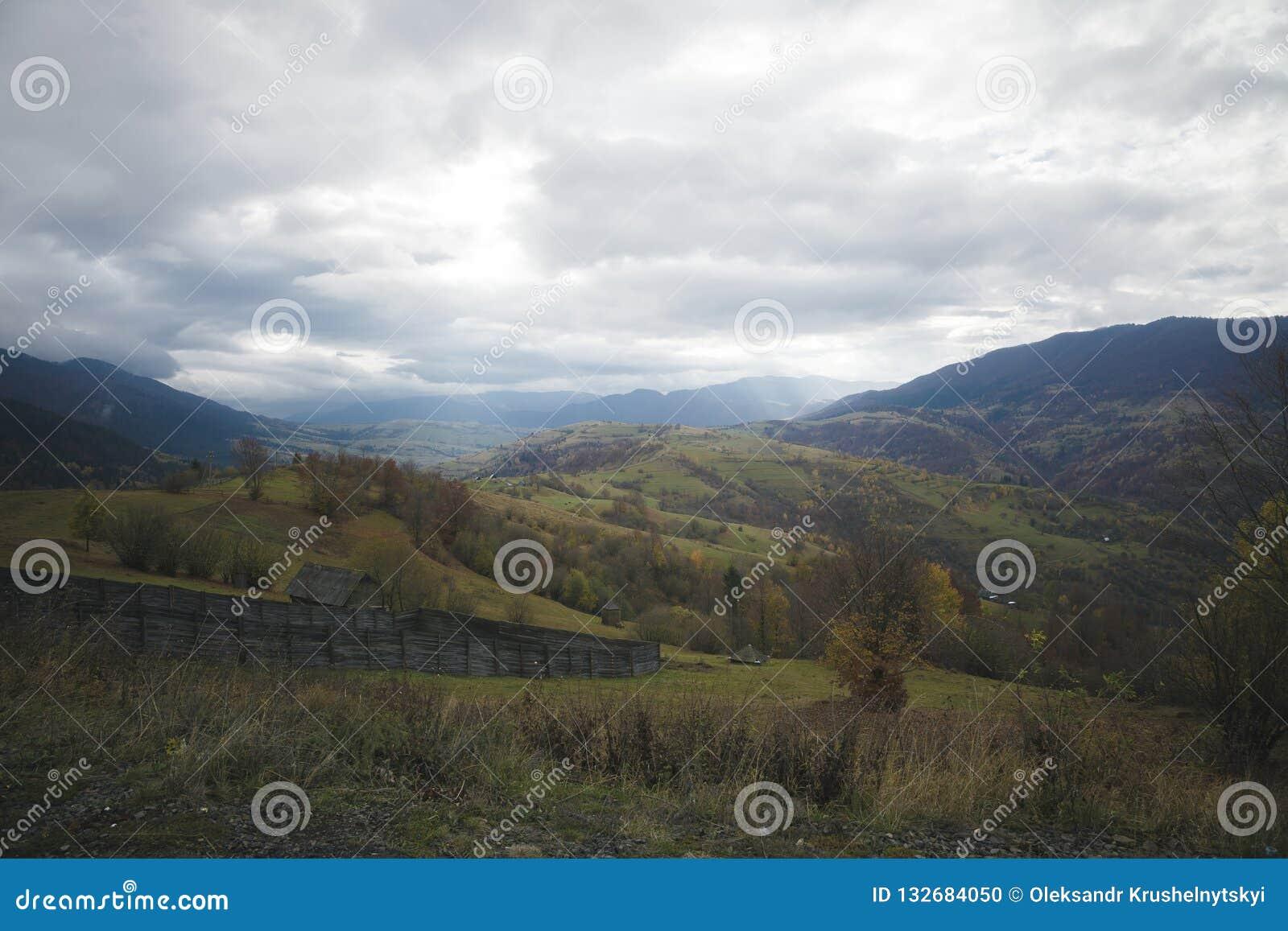Carpathians Ukraina Resa i bergen