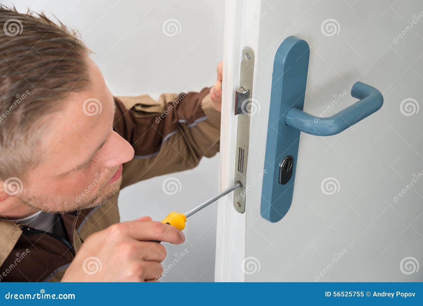 Carpentiere Repairing Door Lock