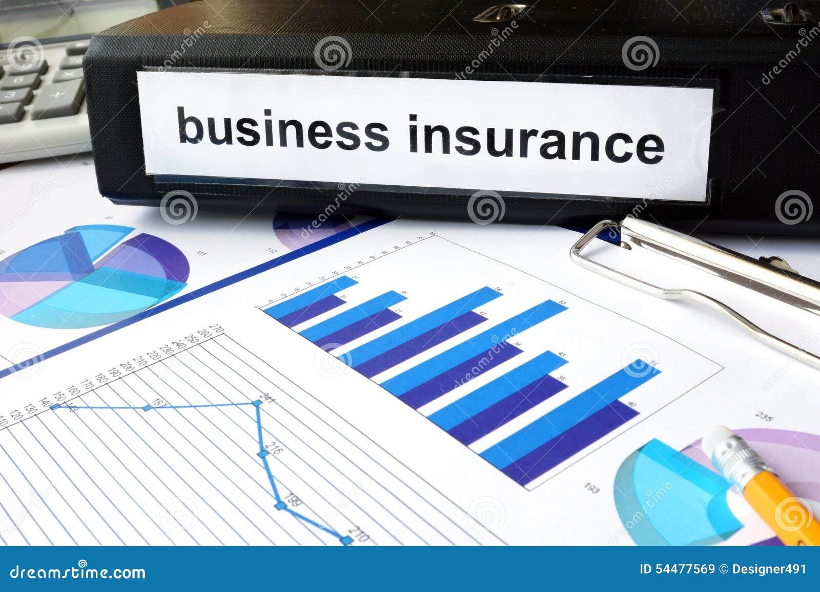 Carpeta con el seguro de negocio de la etiqueta