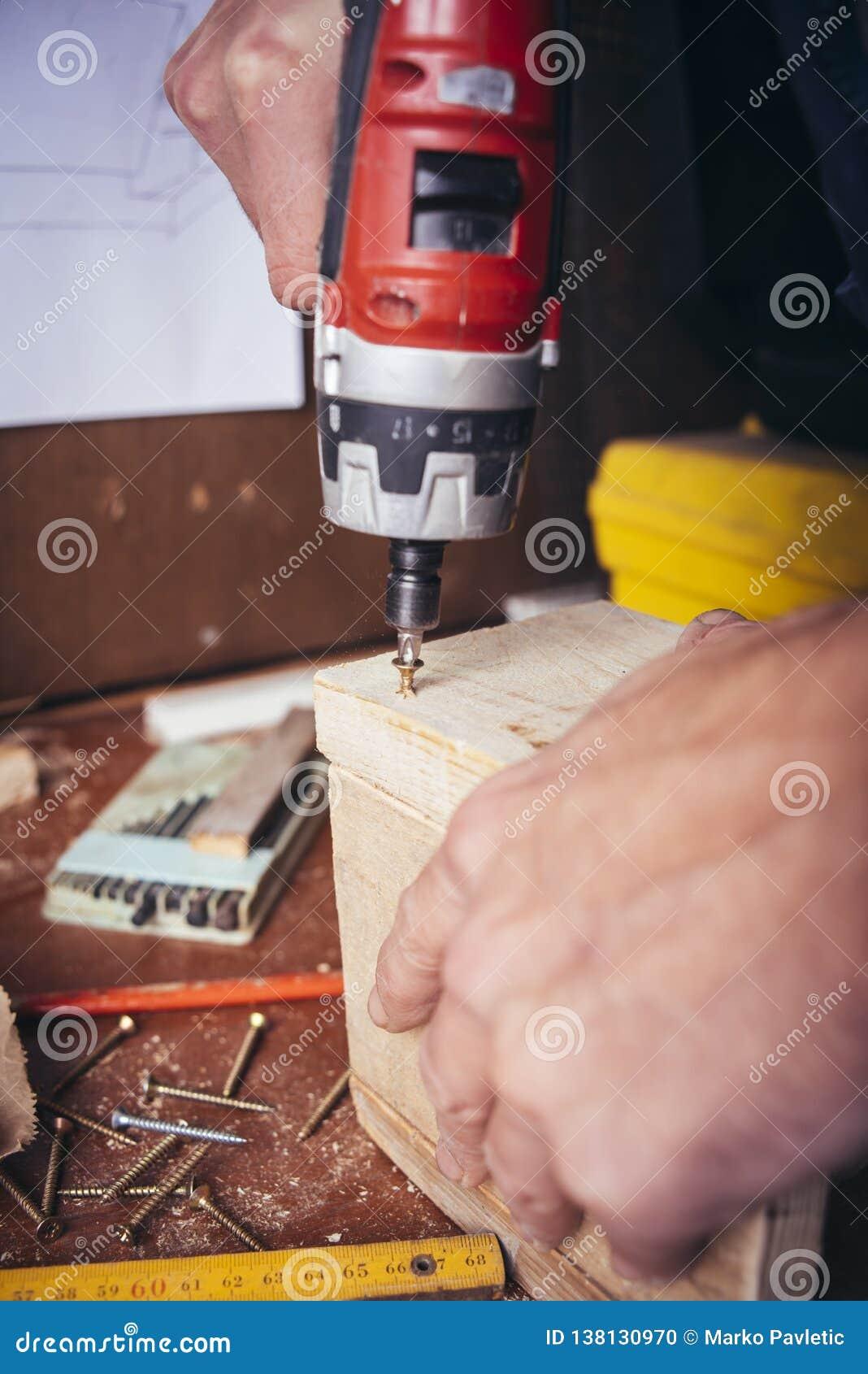 Carpinteiro amador parafuso parafusado