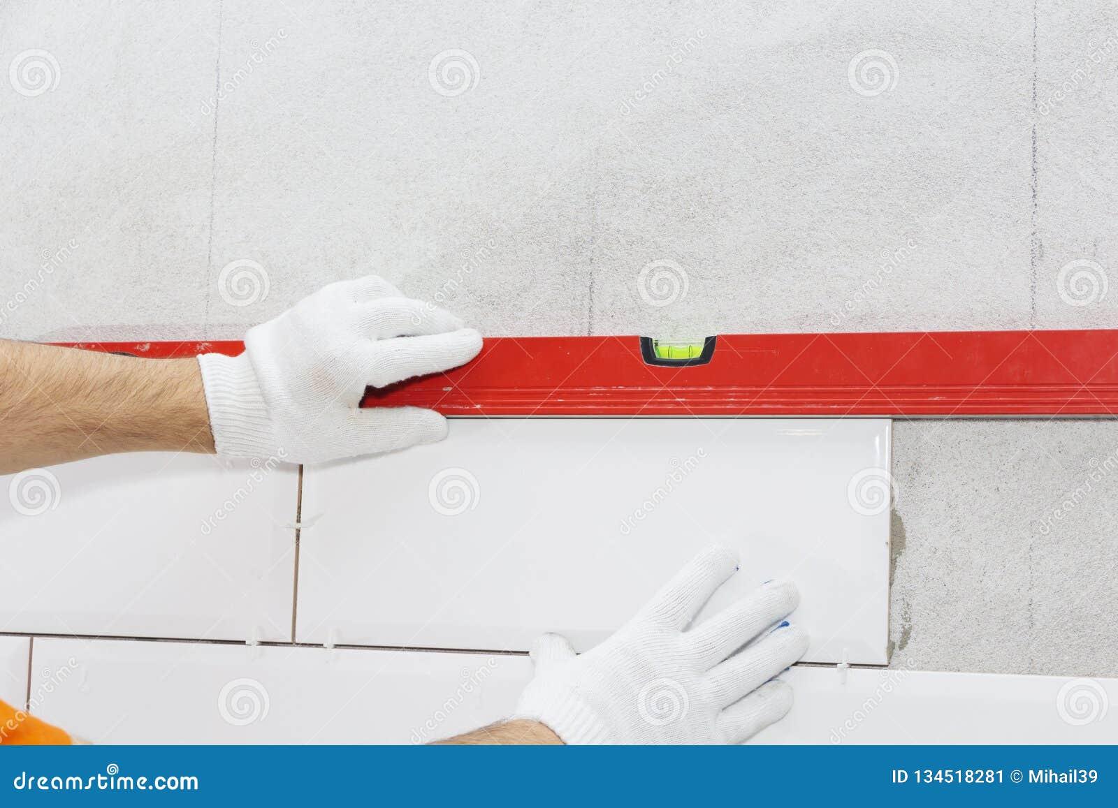 Carreaux de céramique et outils pour le carreleur, installation de tuiles Amélioration de l habitat, rénovation - adhésif de plan