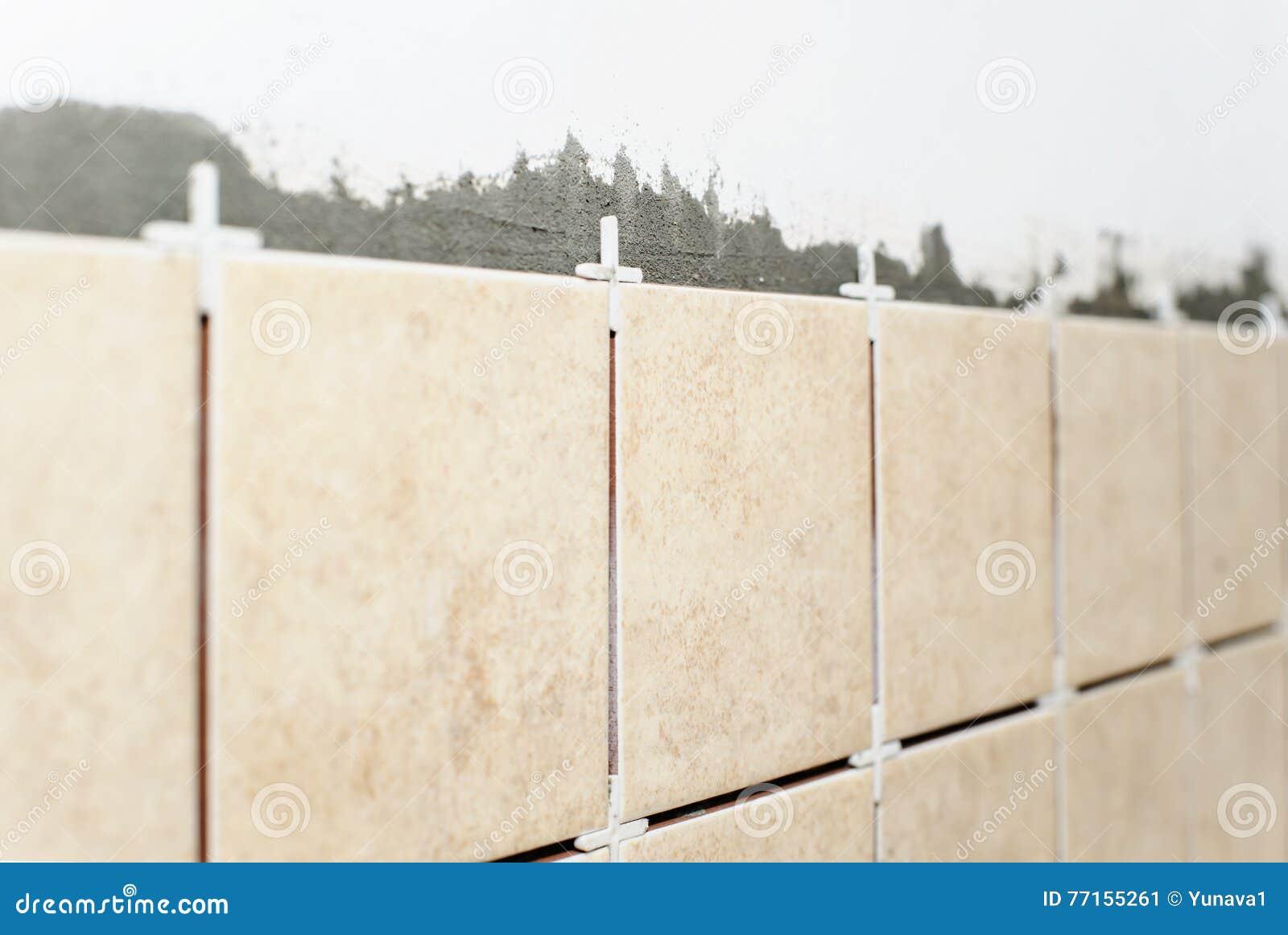 Carreaux de céramique sur le mur
