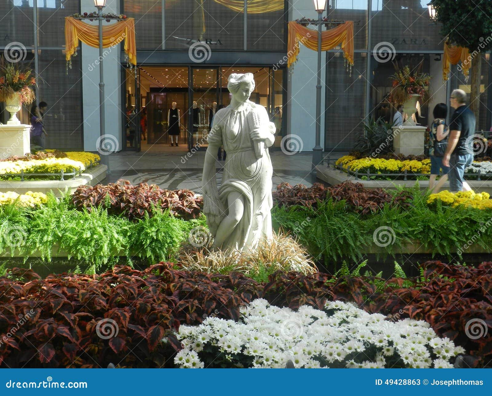 Carrefoure Laval wewnętrzny centrum handlowe, Kanada kwiatów robić zakupy ludzie ogród