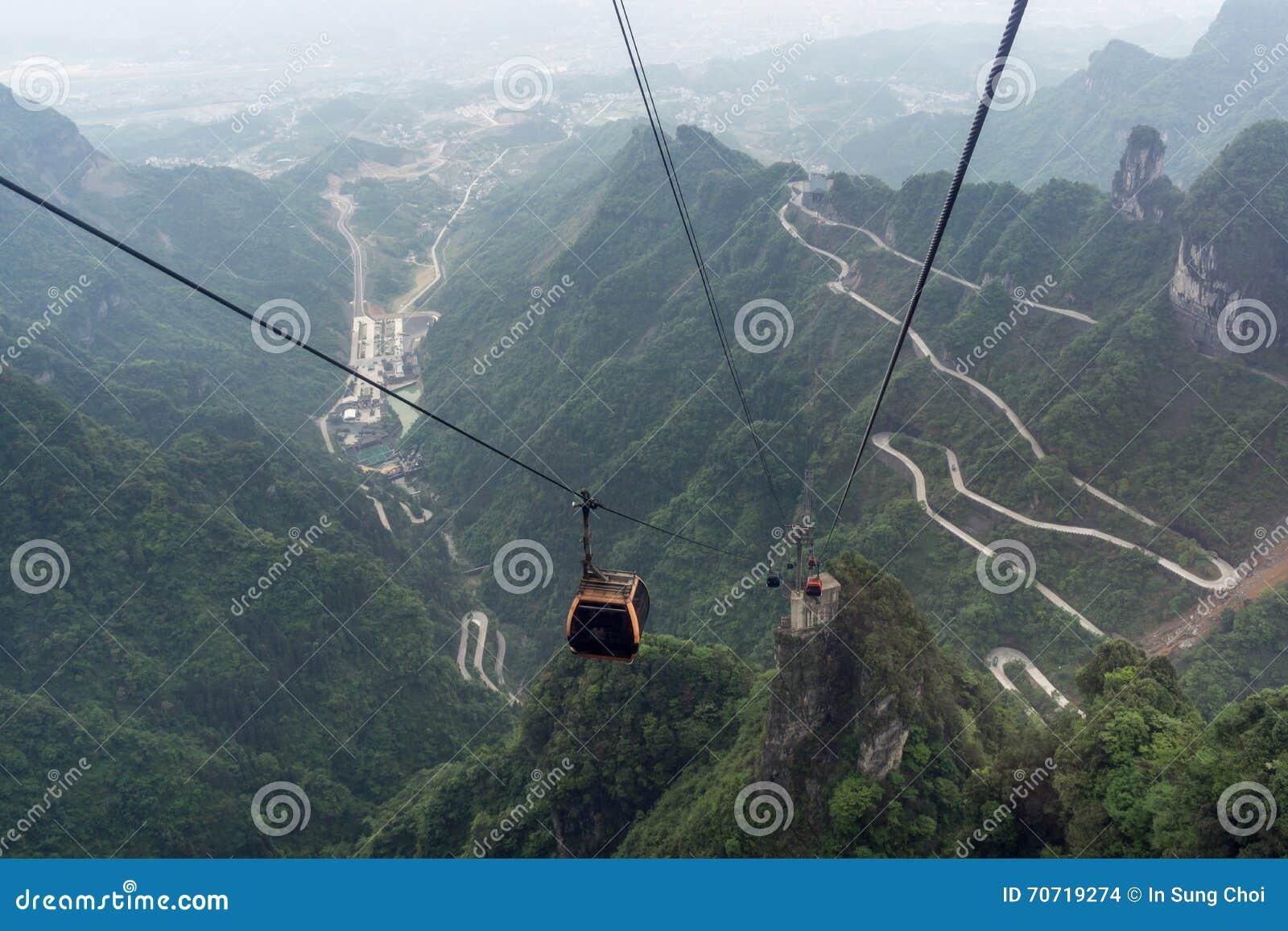 Carretera con curvas de la montaña de Tianmen