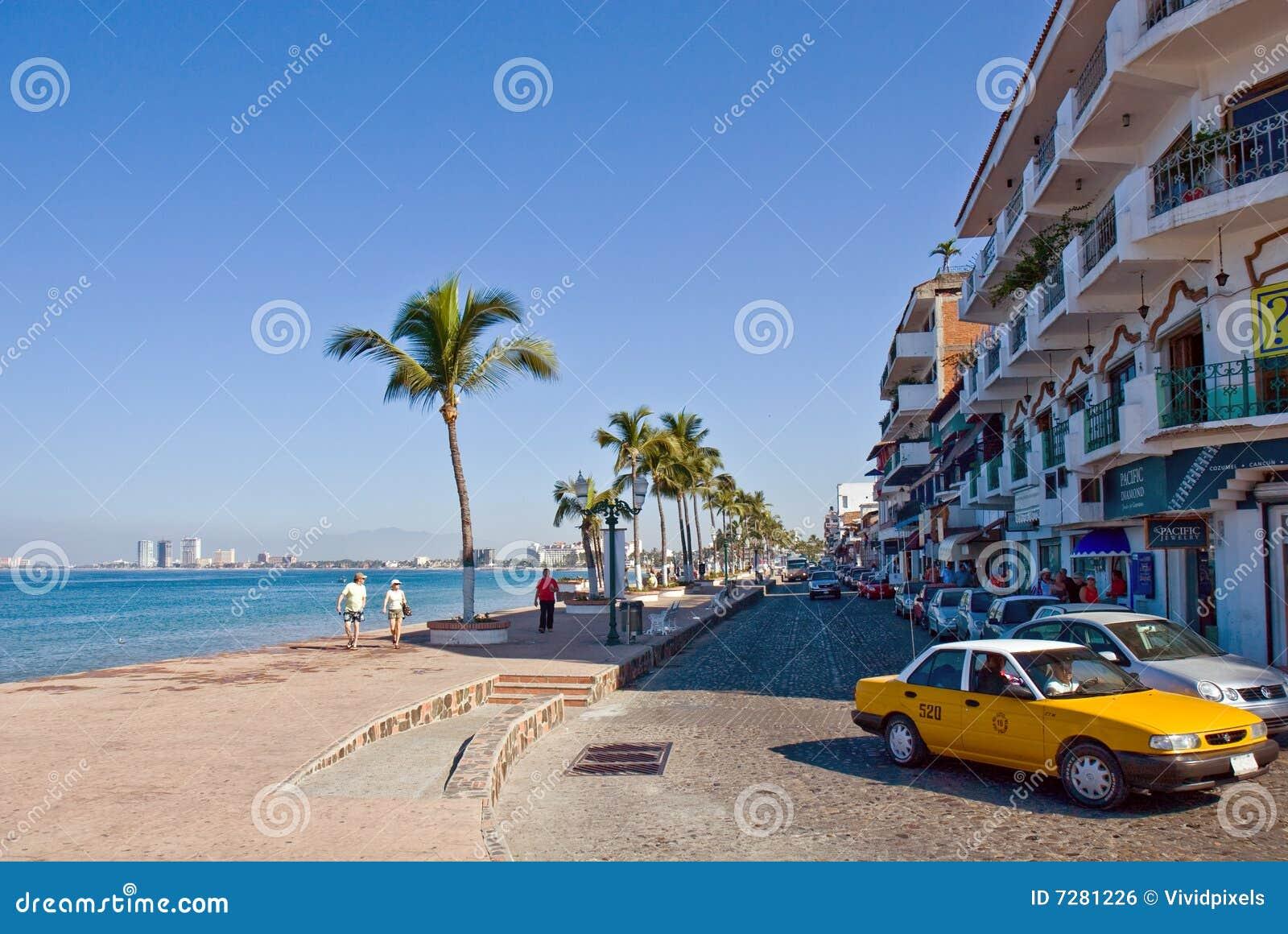 Carretera principal en Puerto Vallarta