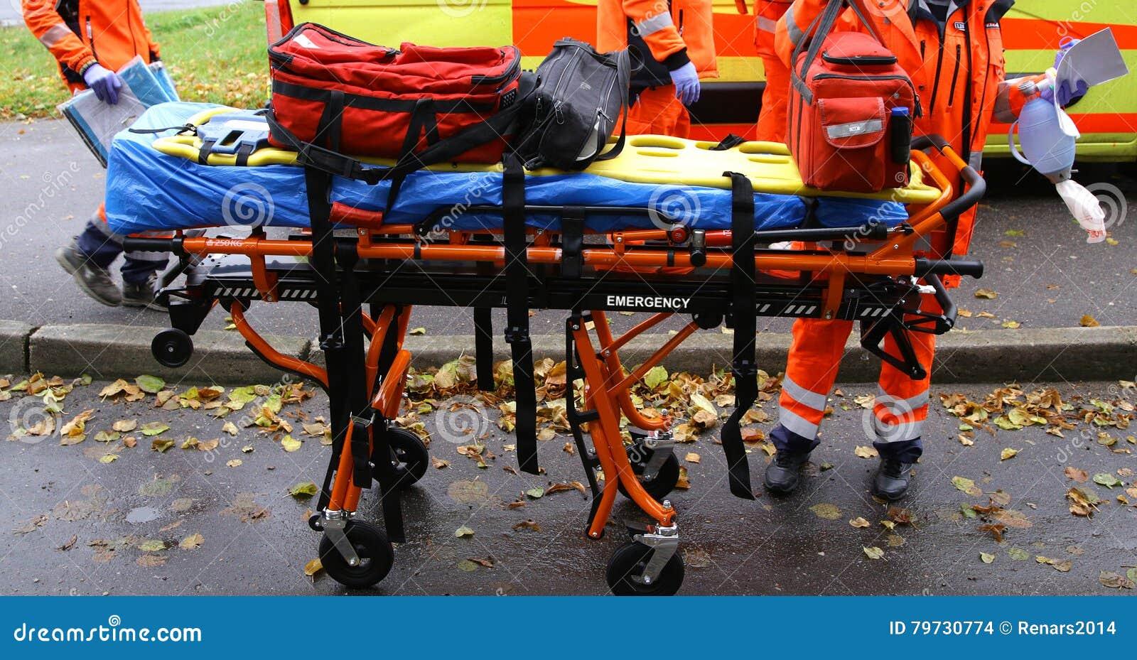 Carretillas del ensanchador del rescate de la ambulancia de la emergencia en Acton