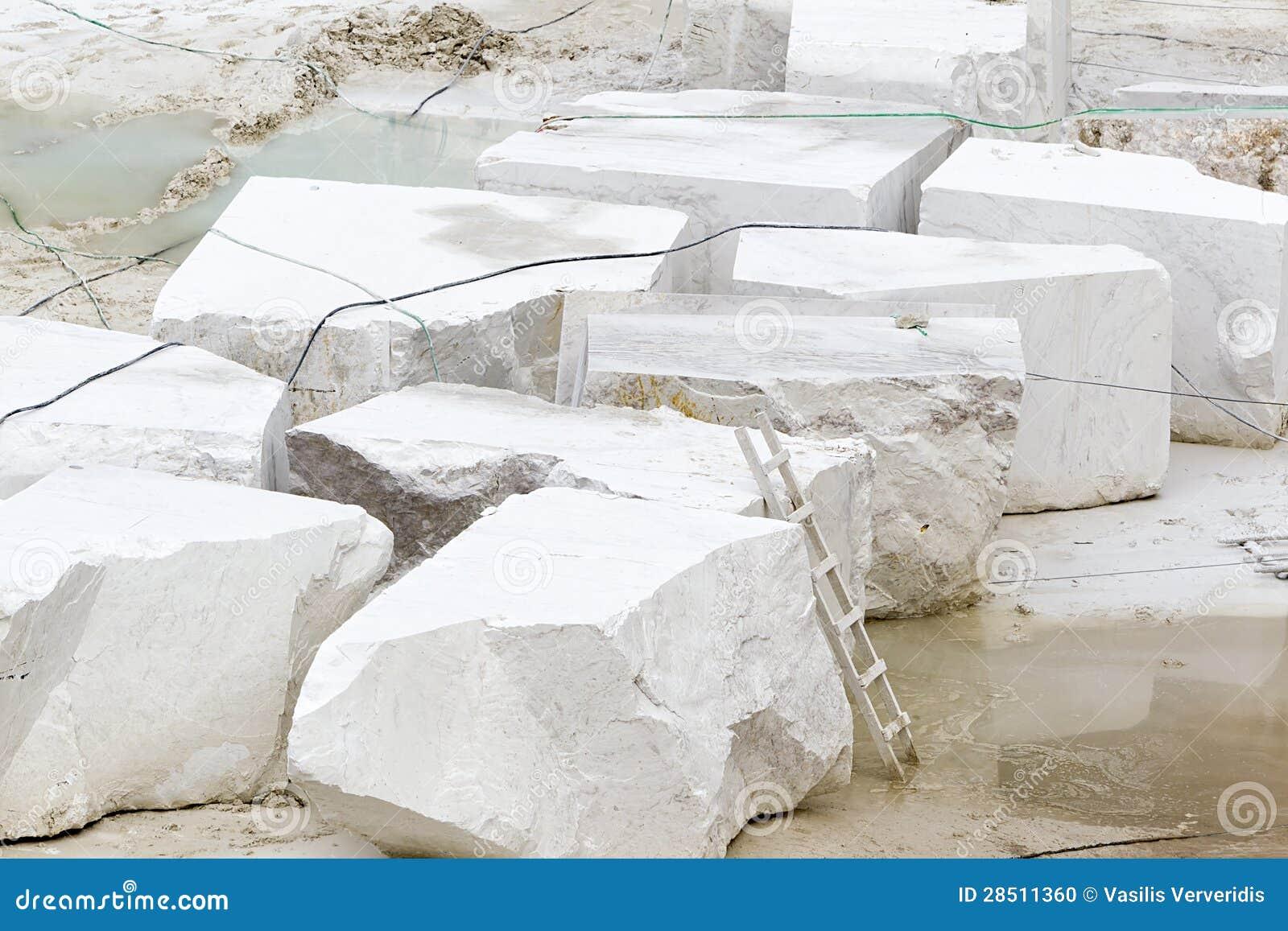carri re du marbre blanc photo stock image du europe 28511360. Black Bedroom Furniture Sets. Home Design Ideas