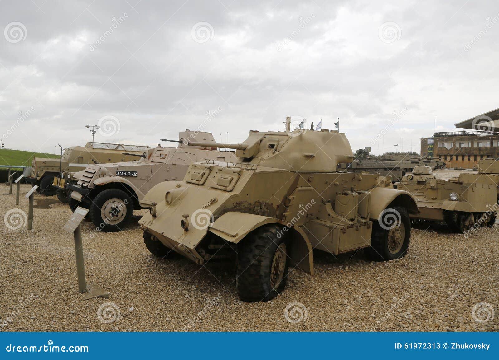 Carri armati d annata su esposizione al museo corazzato del corpo della La-Shiryon di Yad a Latrun