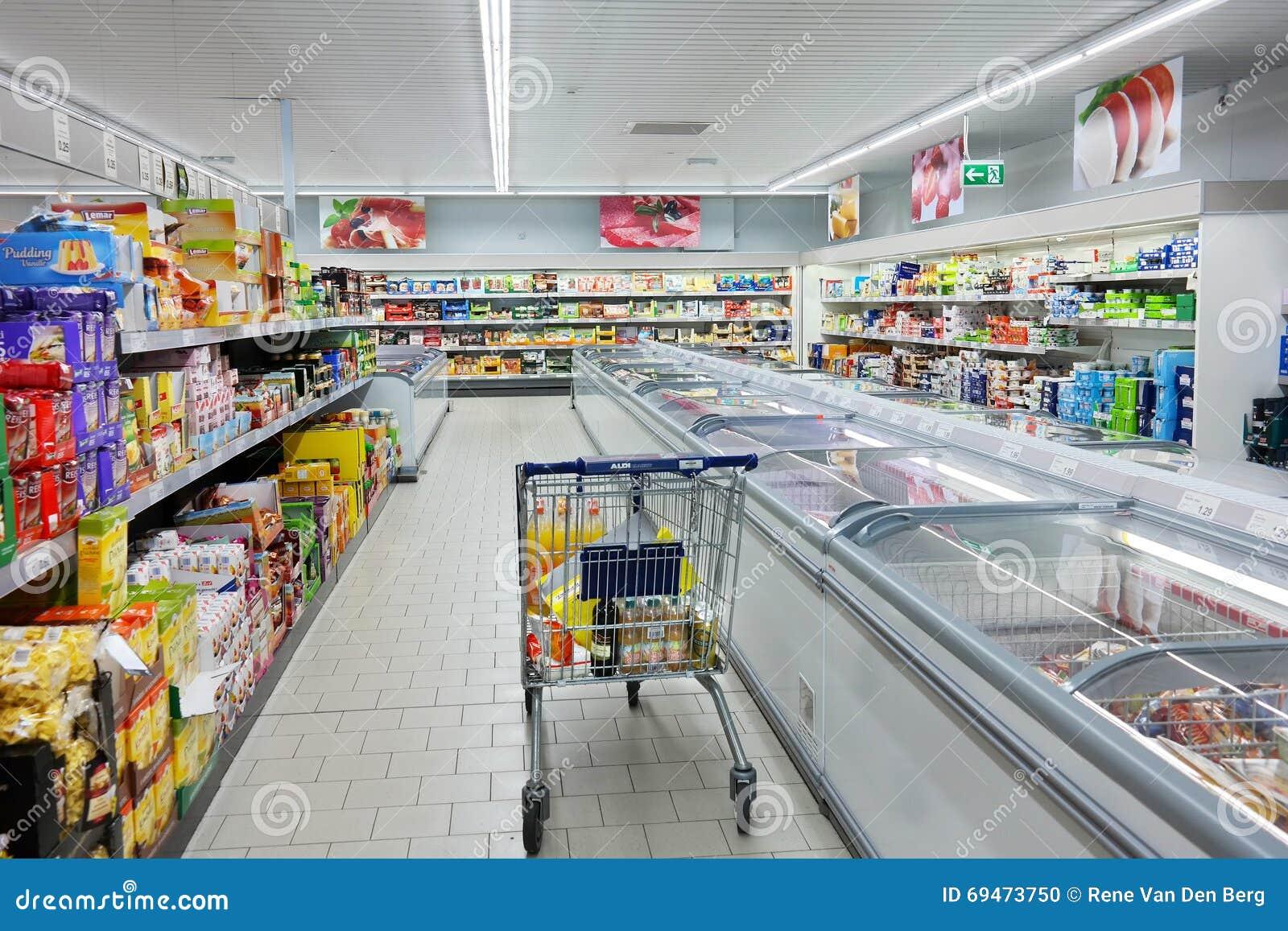 Carrinho de compras em um supermercado de ALDI