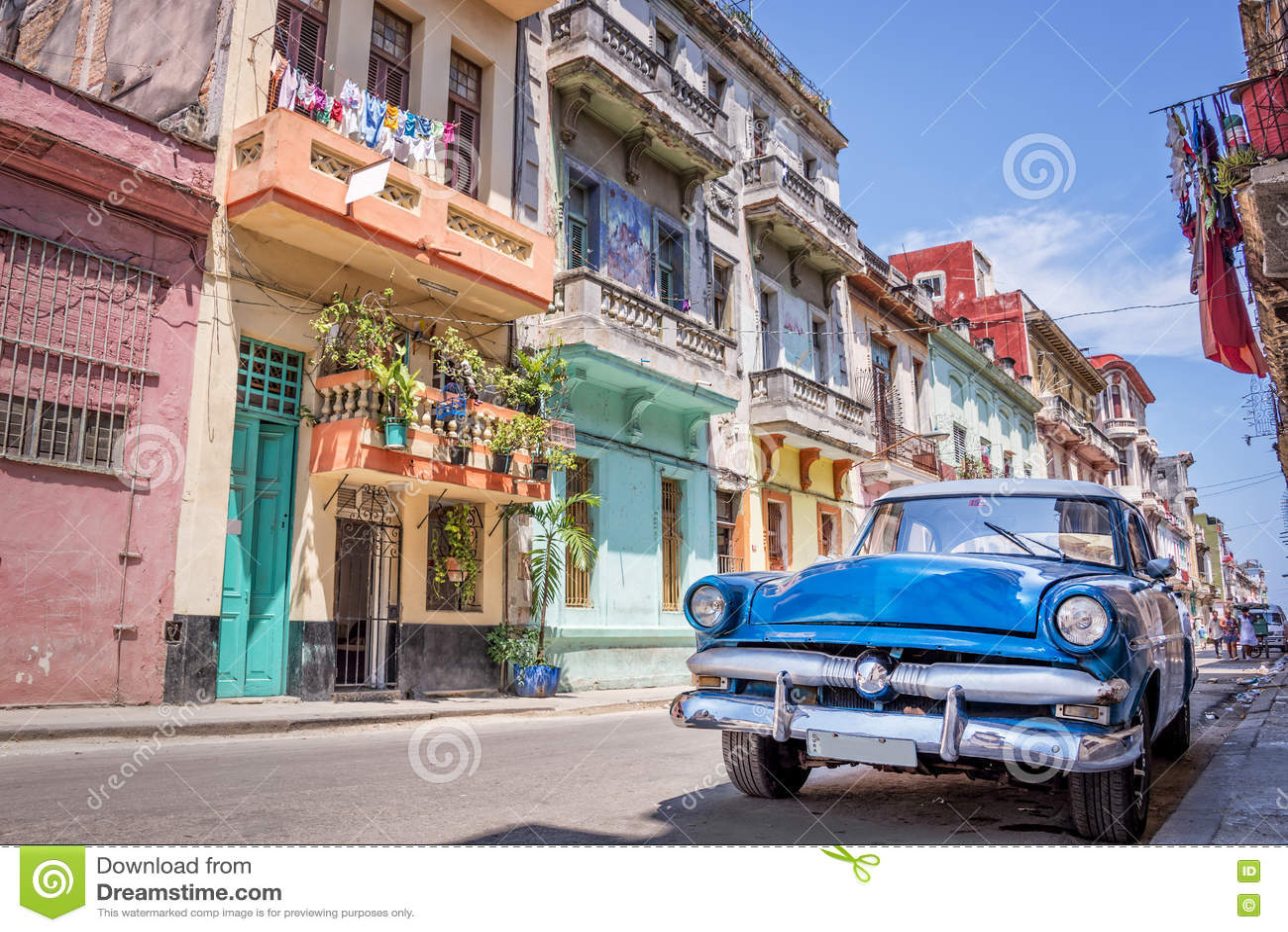 Carro americano clássico do vintage em Havana Cuba