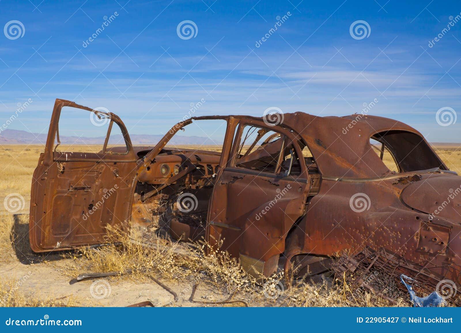 Carro clássico abandonado
