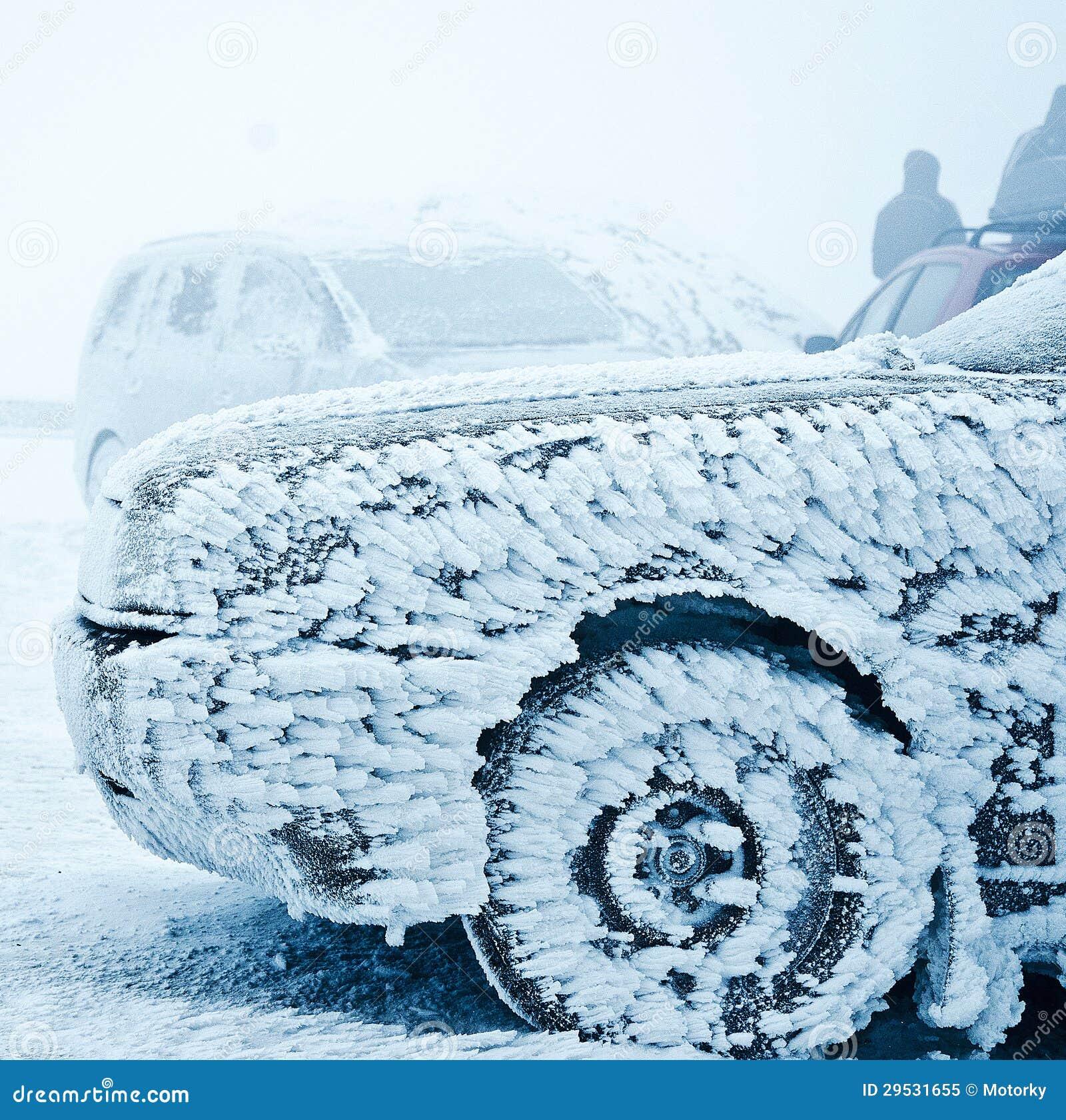 Carro congelado no inverno