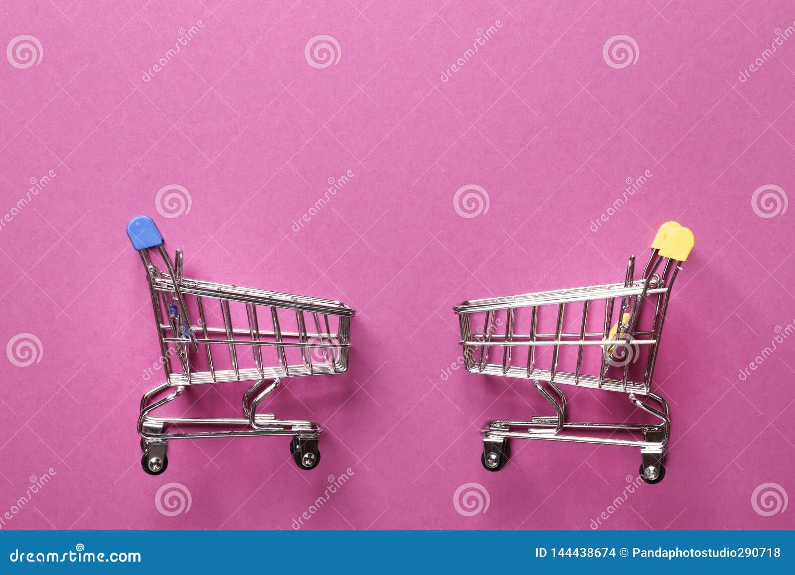 Carro da lupulagem em um fundo cor-de-rosa