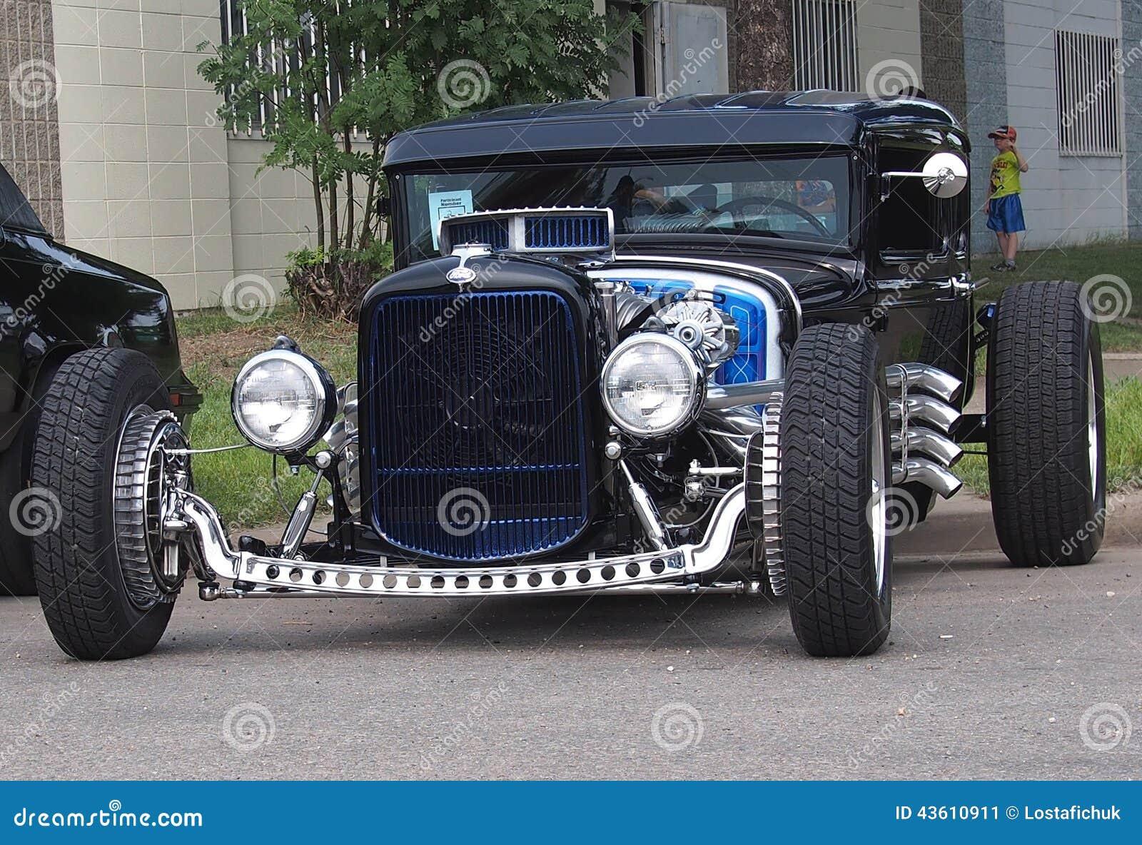 Carro de competência clássico antigo restaurado do arrasto