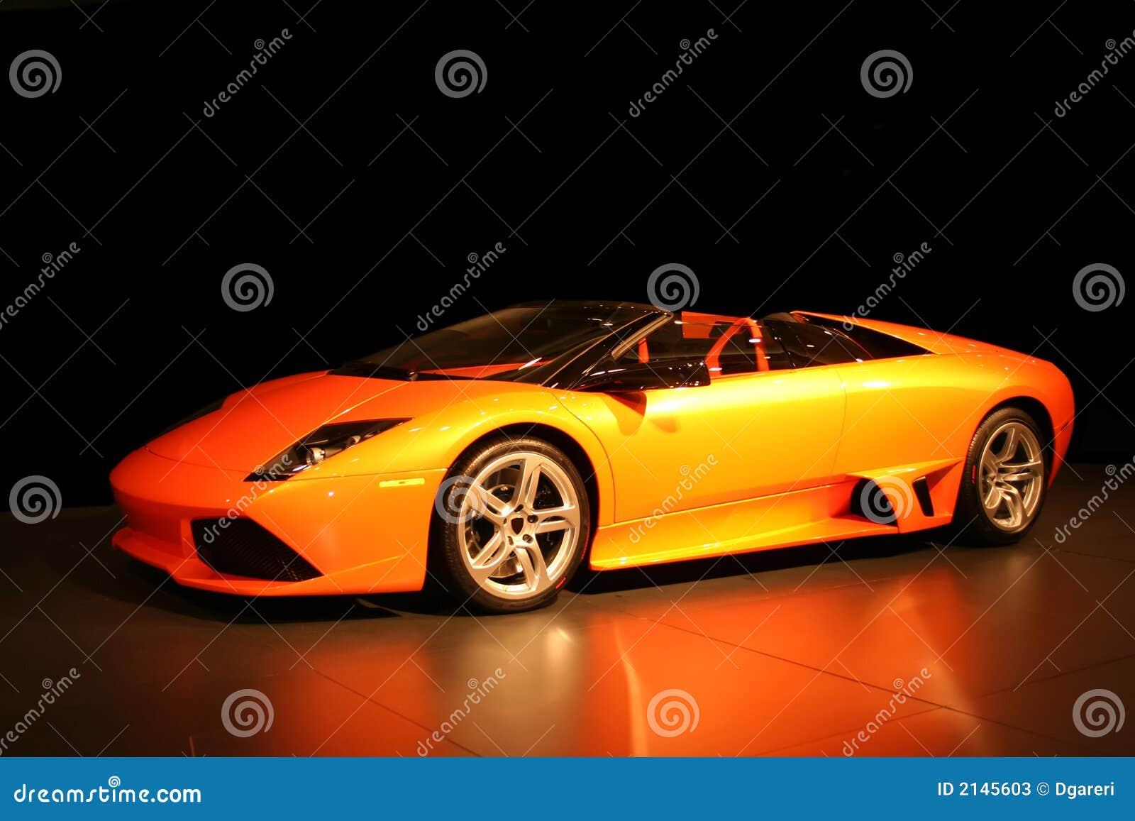 Carro de esportes caro, extravagante