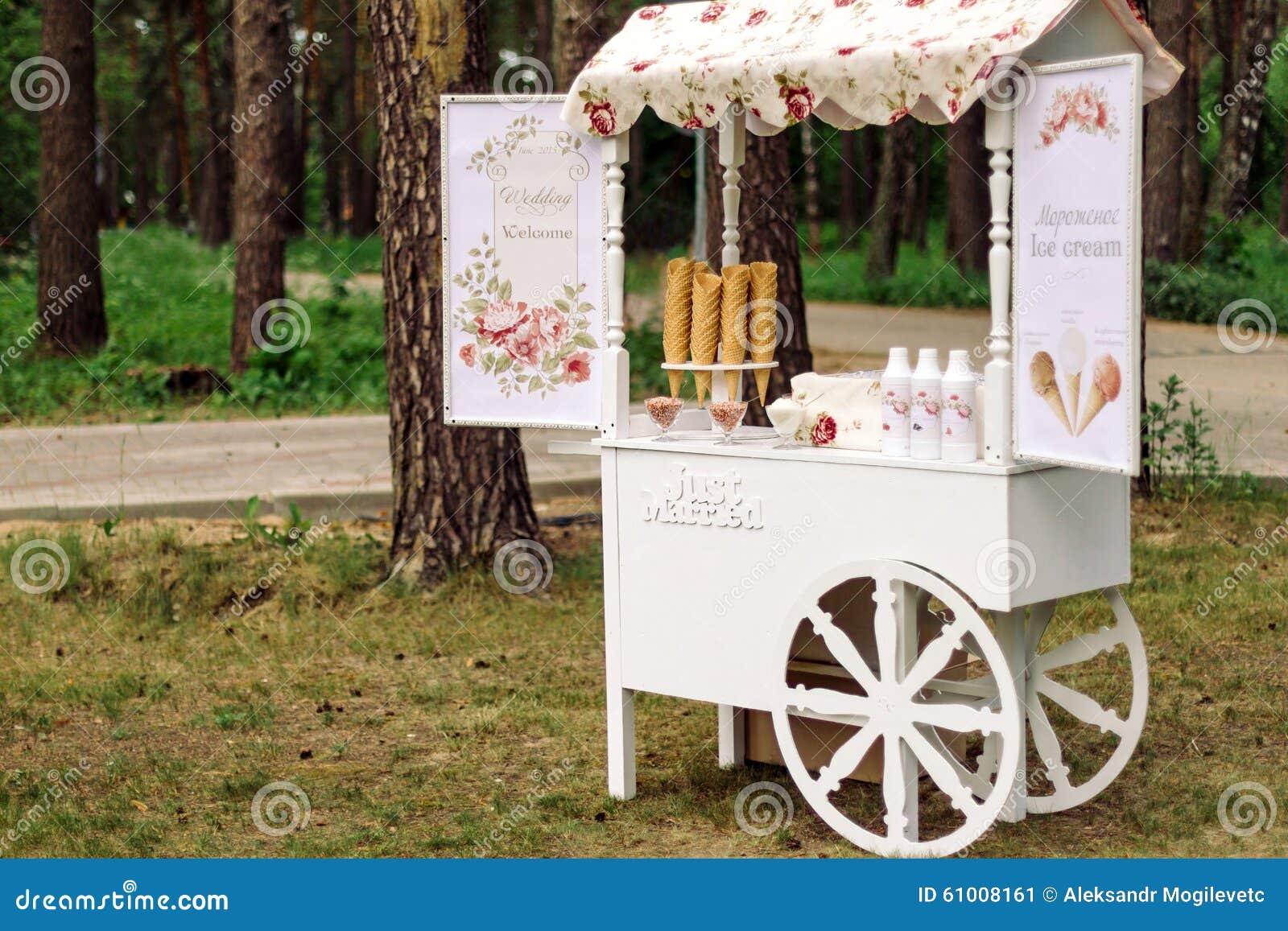 Carro de la boda con helado