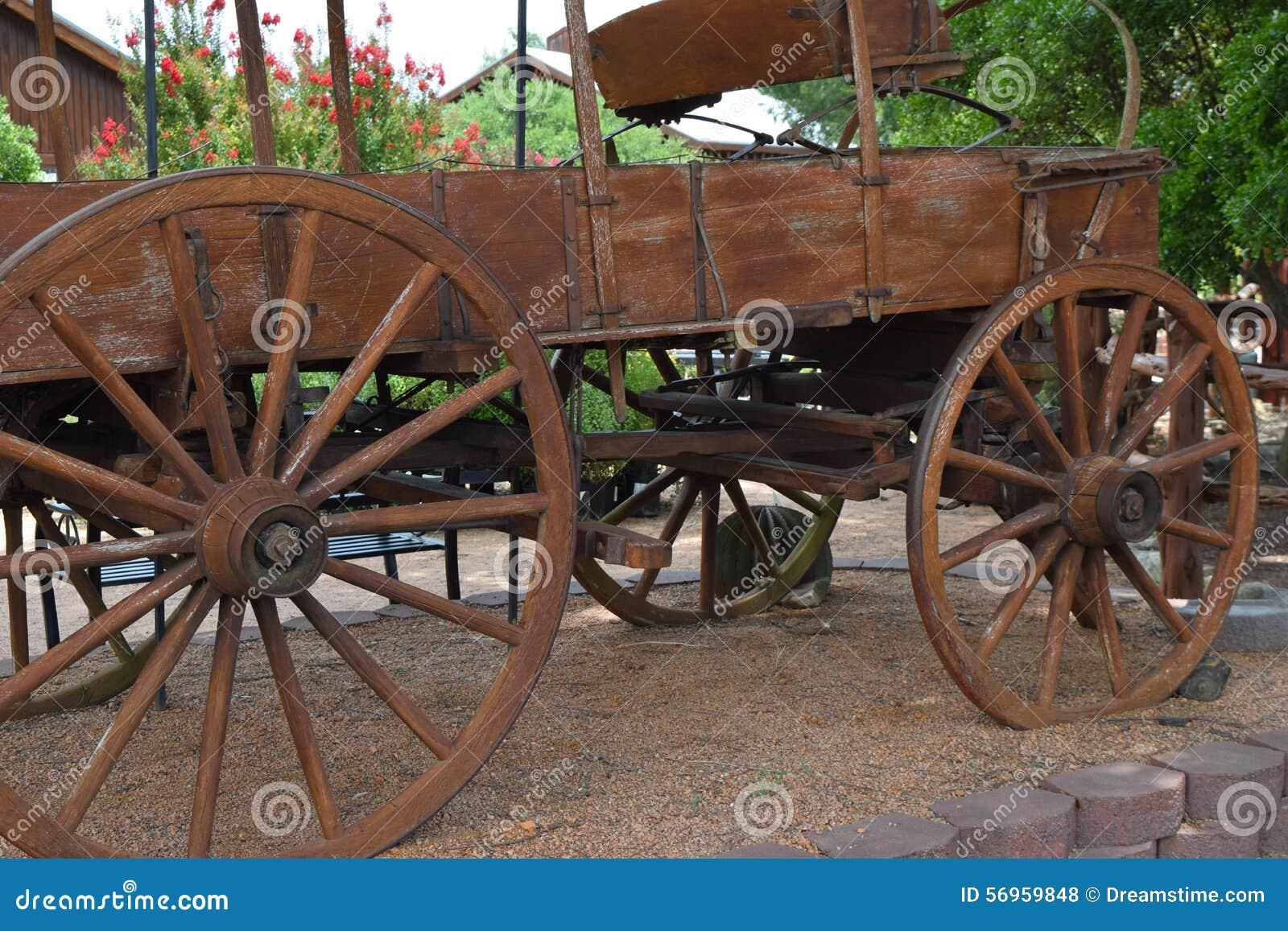 Carro de madera viejo