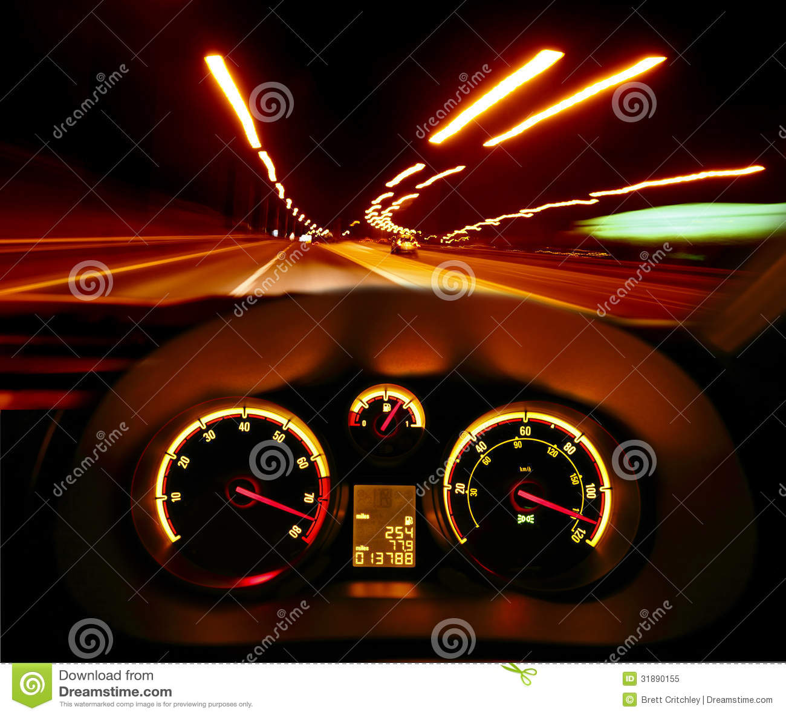 Carro de pressa na noite
