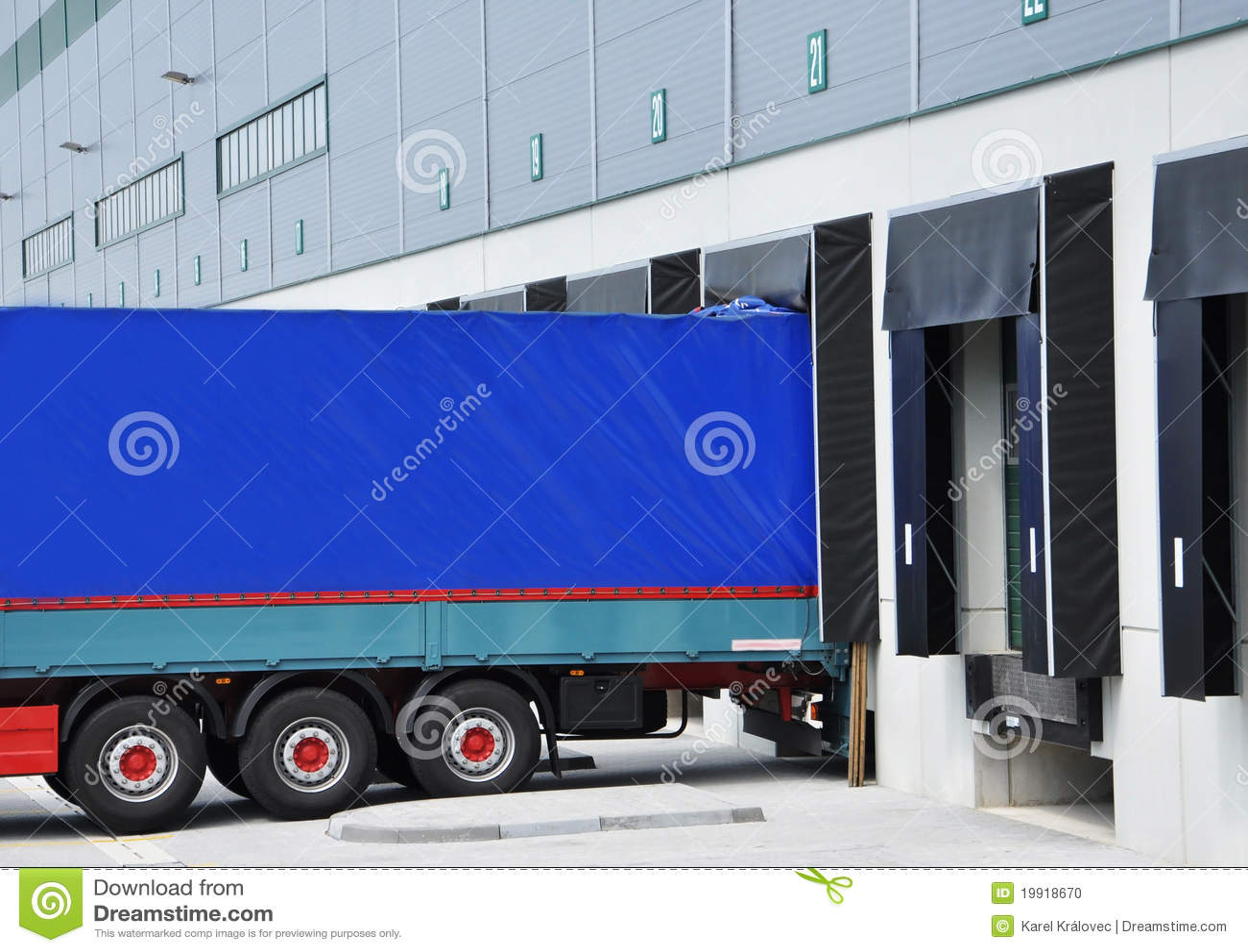 Carro de salida en el almacén