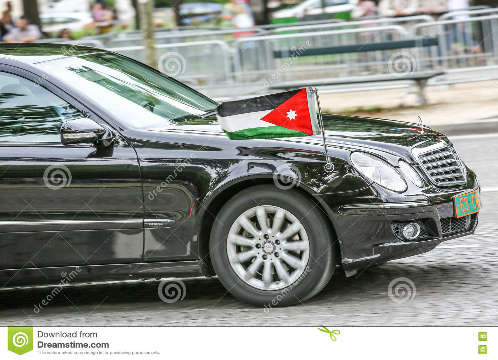 Carro diplomático jordano durante a parada militar ( Defile) no dia ( da república; Bastille Day) Campeões Ely