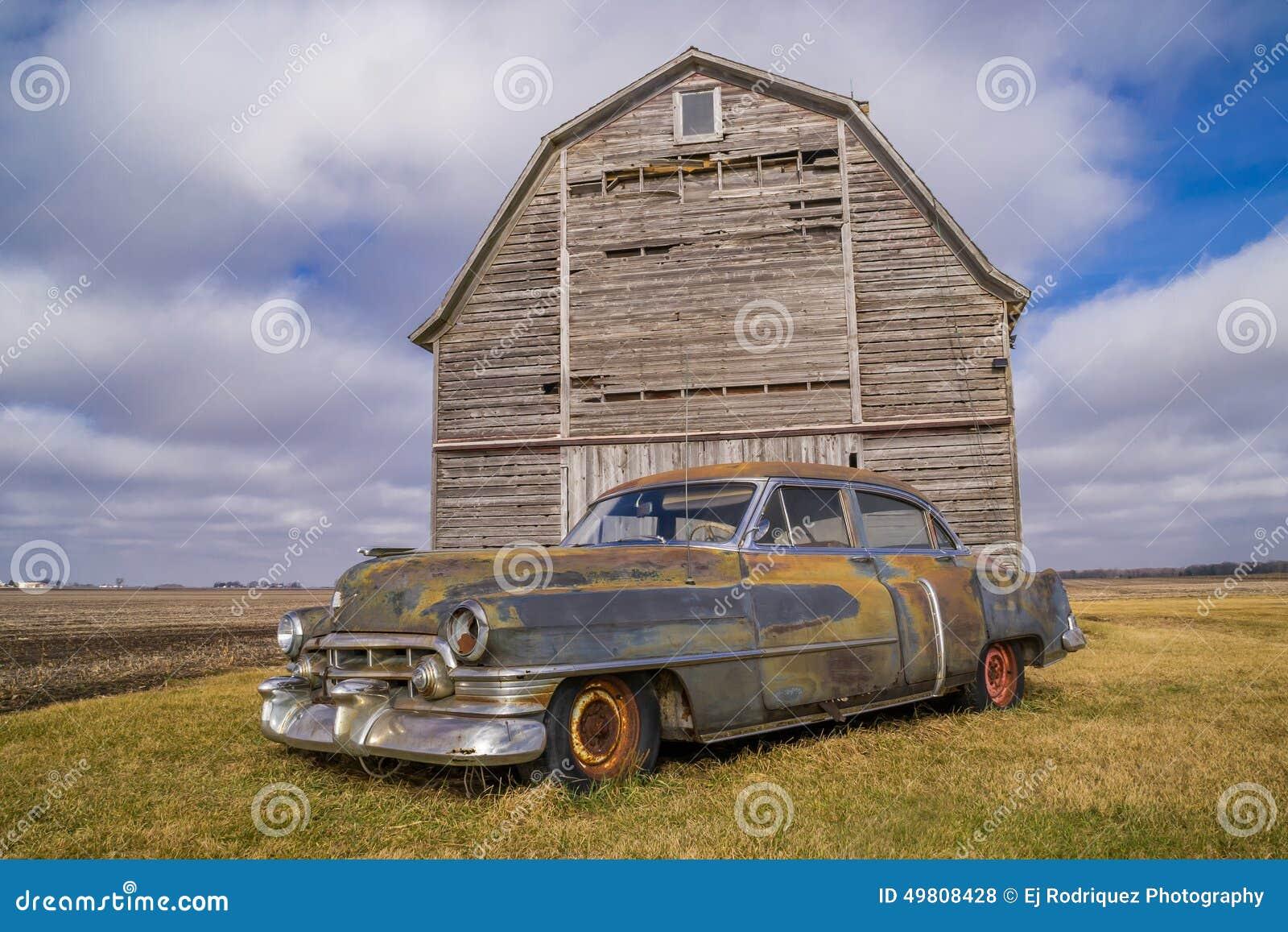 Carro do vintage e celeiro rústico