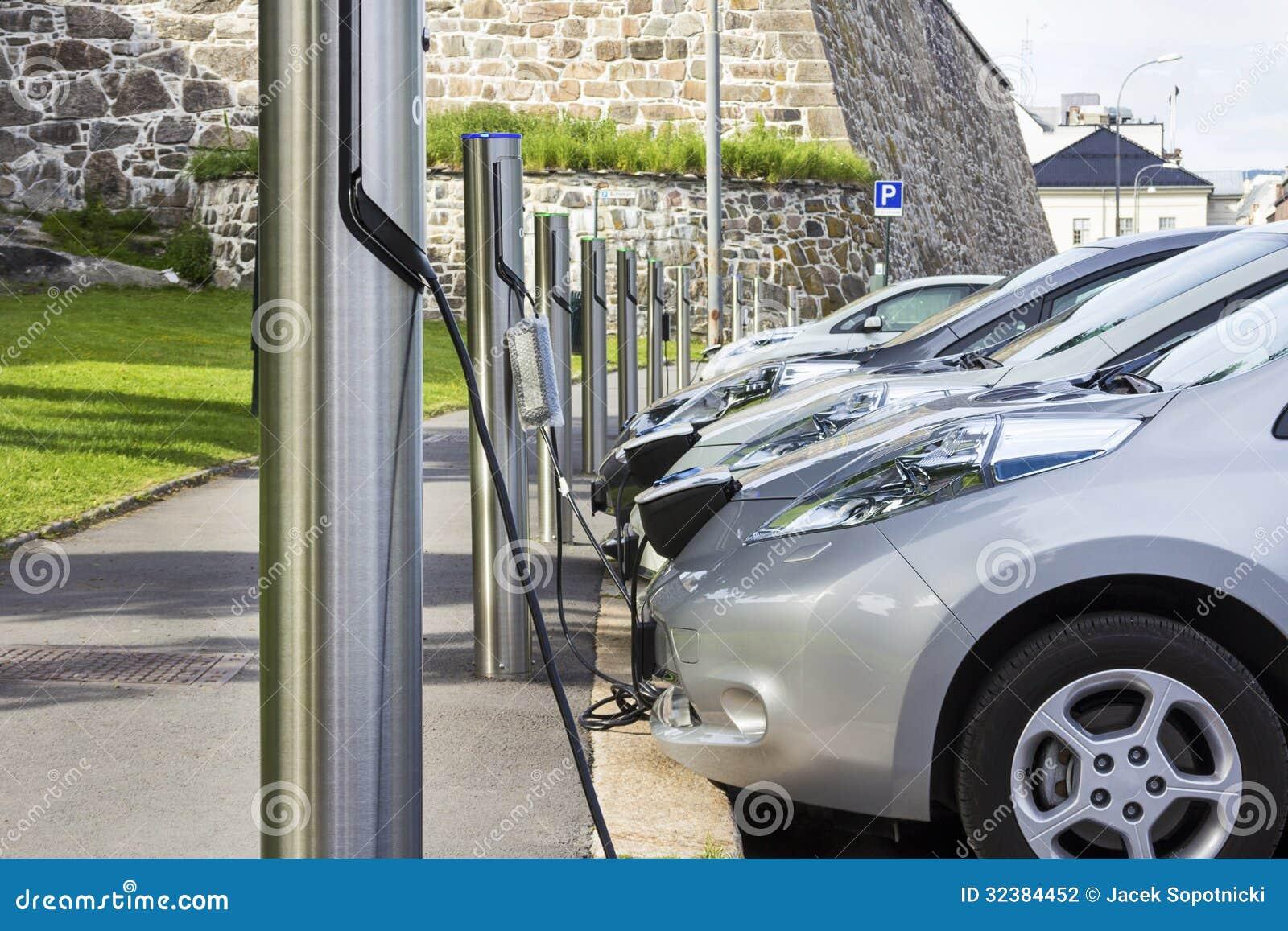 Carro elétrico obstruído dentro à eletricidade