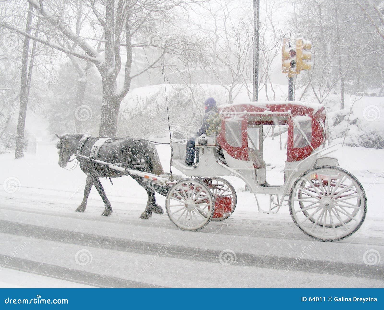 Download Carro en la nieve imagen de archivo. Imagen de frío, central - 64011