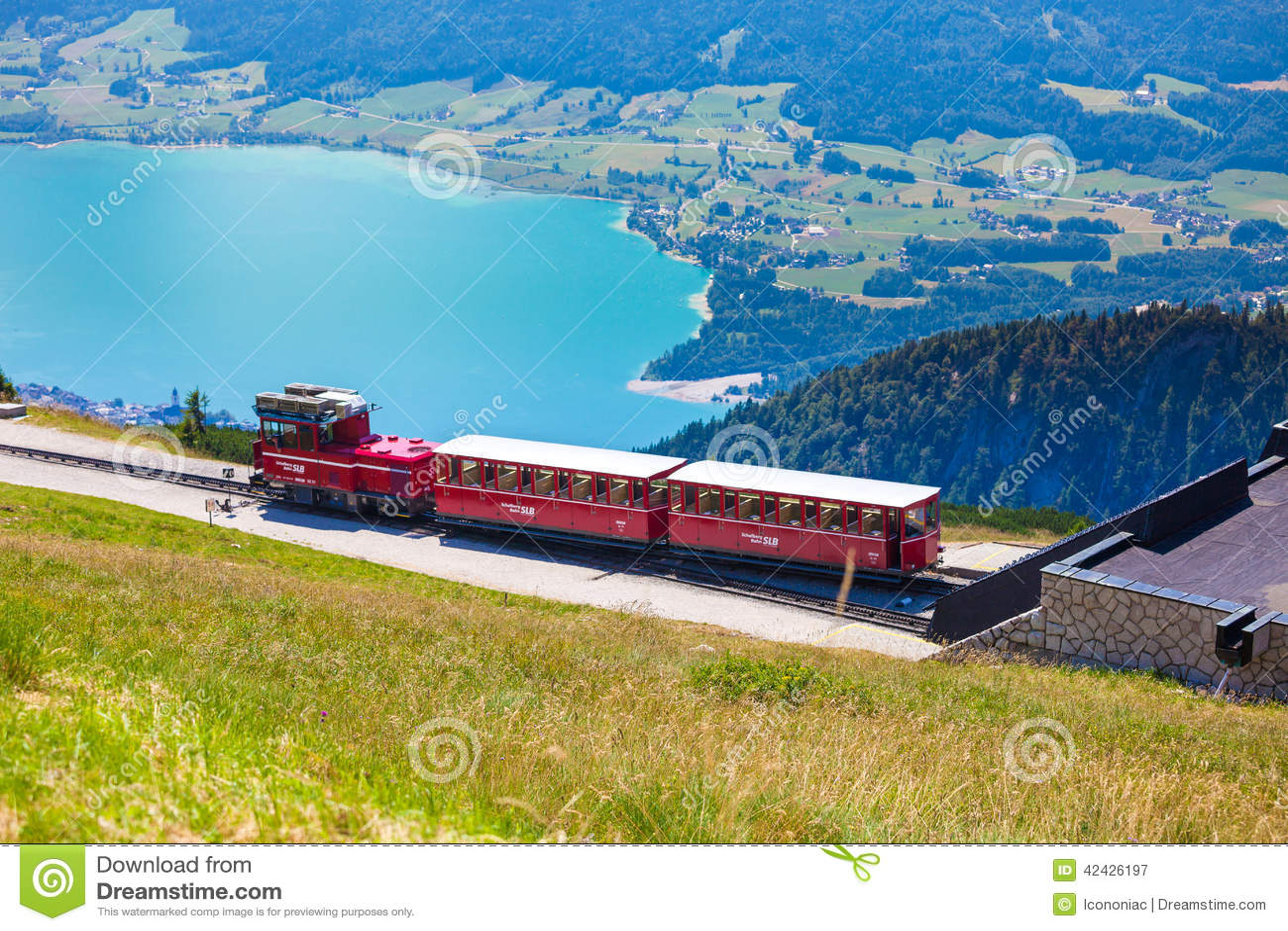 Carro ferroviario del tren diesel que va al pico de Schafberg