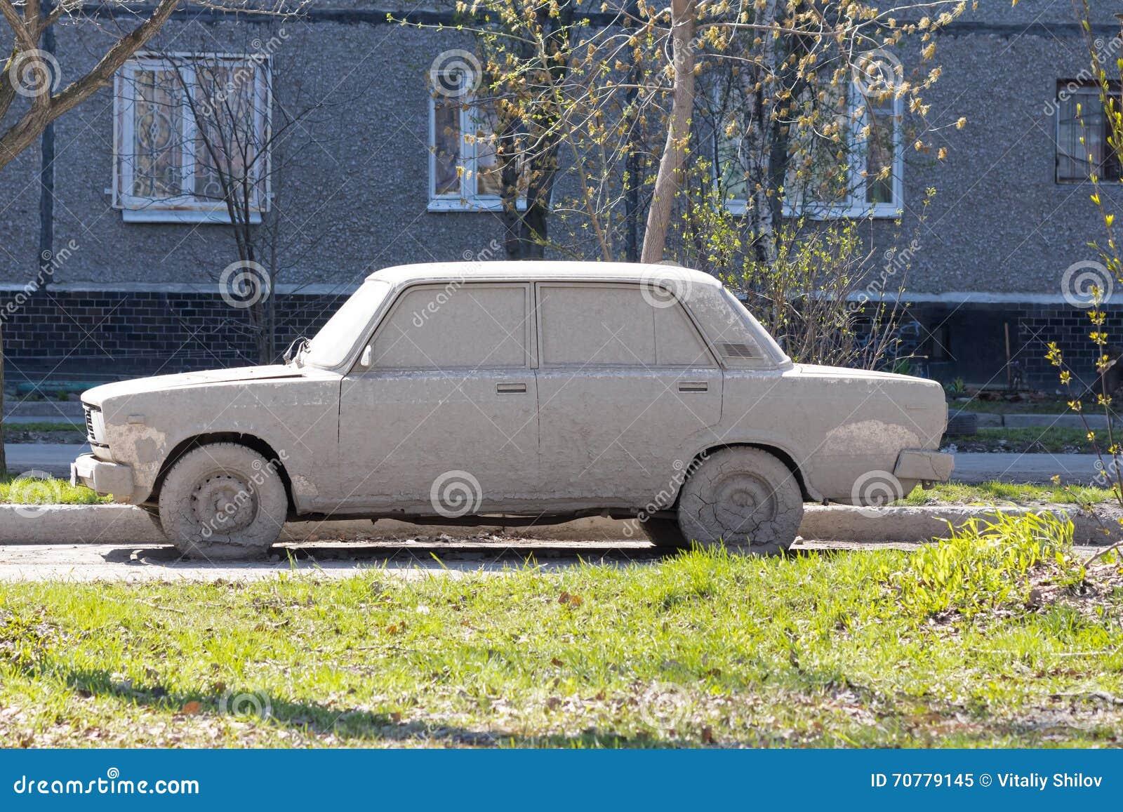 Carro fortemente sujo