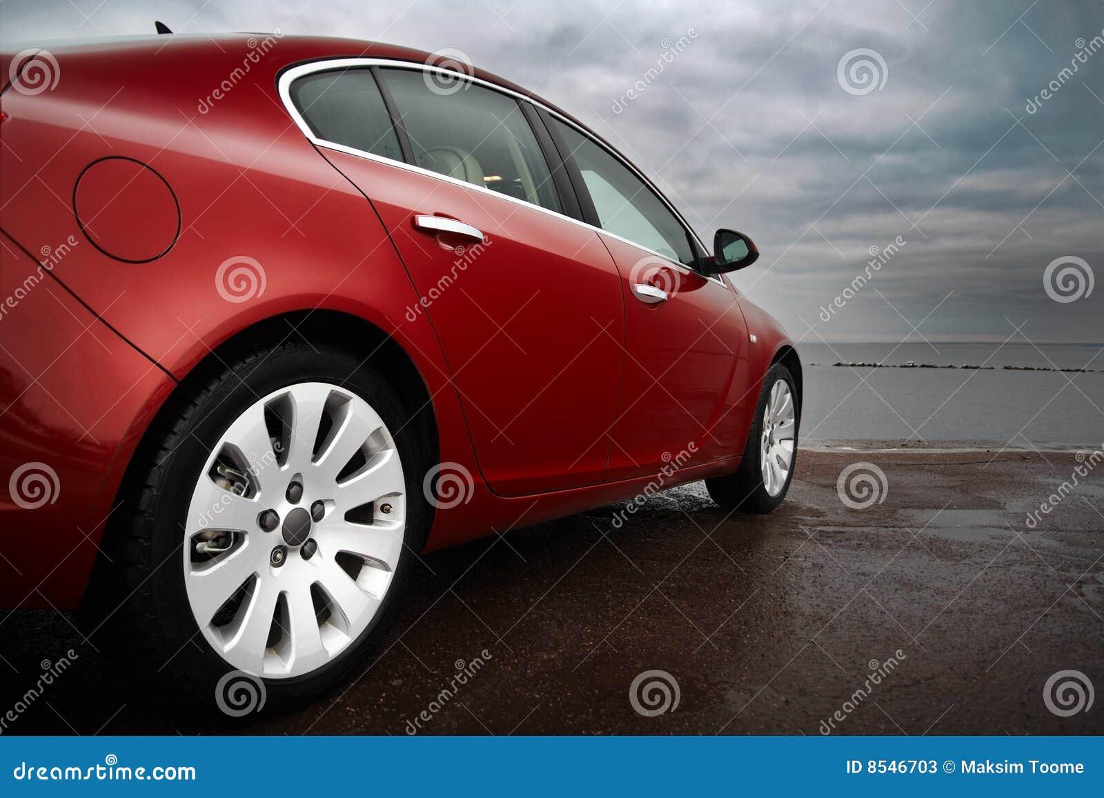 Carro luxuoso do vermelho de cereja